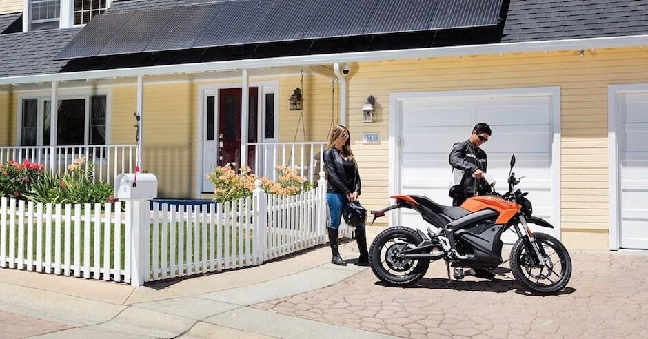 elektrische motorfiets opladen
