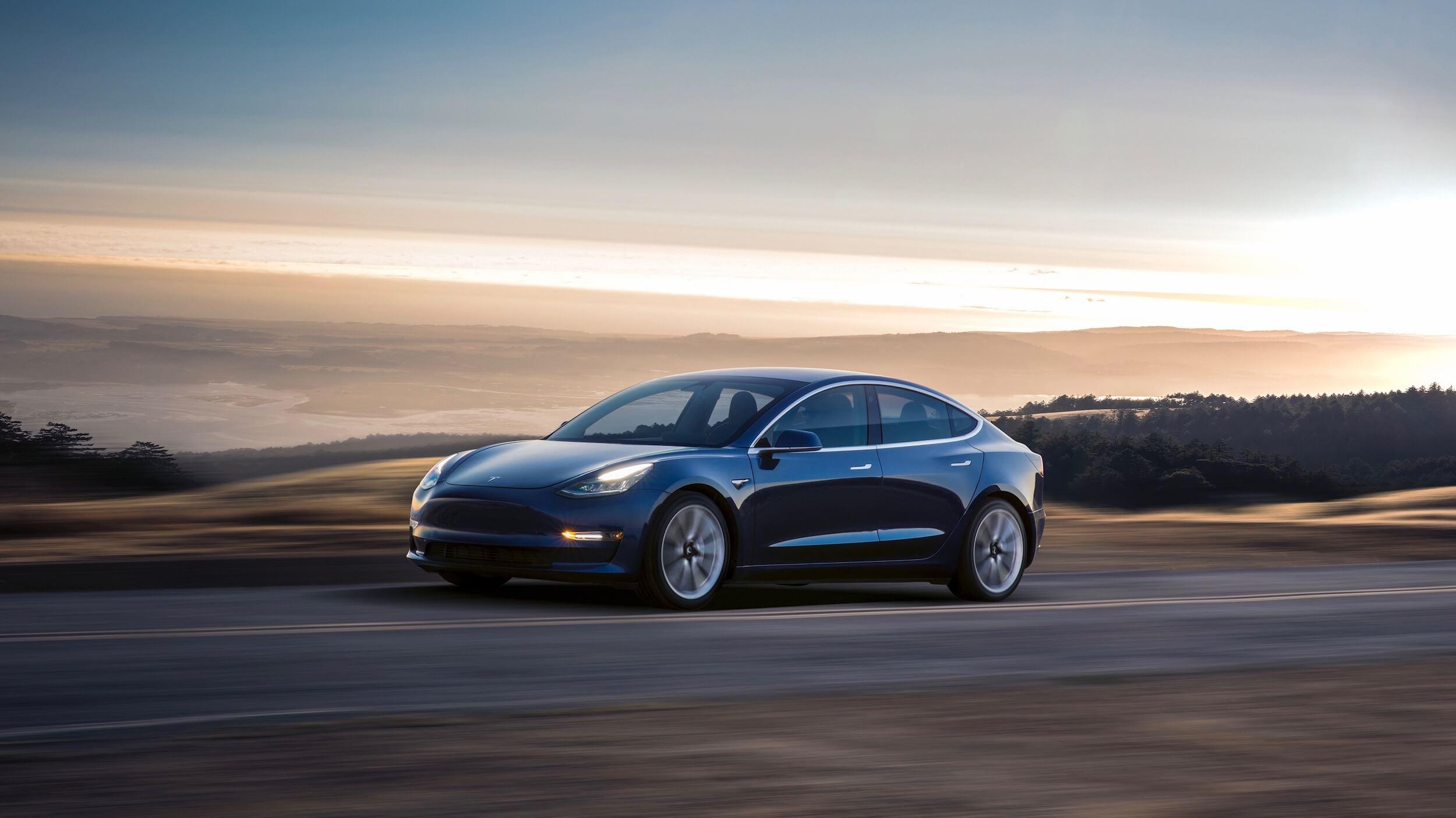 Blauwe Tesla Model 3