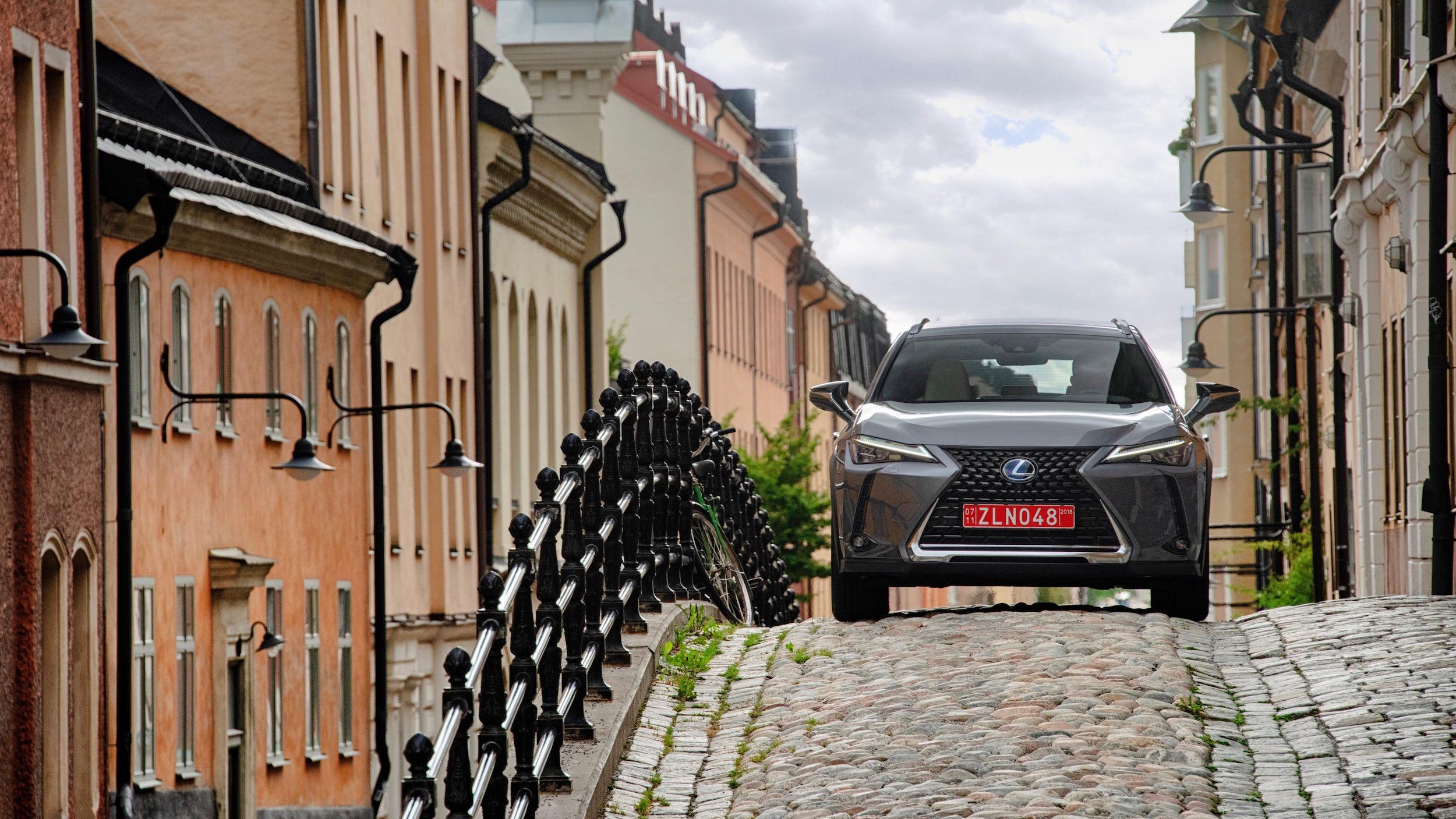Lexus UX 250h front