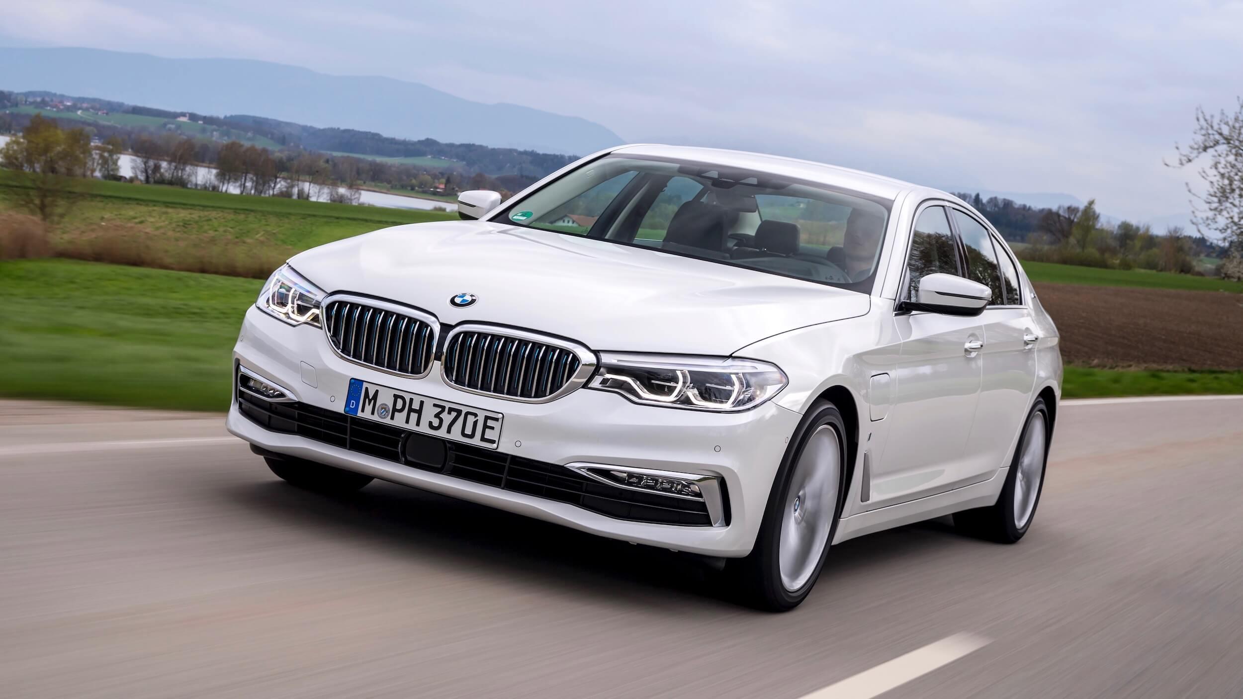 Hybrid BMW 530e white