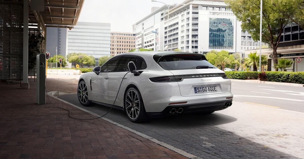 Hybride Porsche Panamera laden