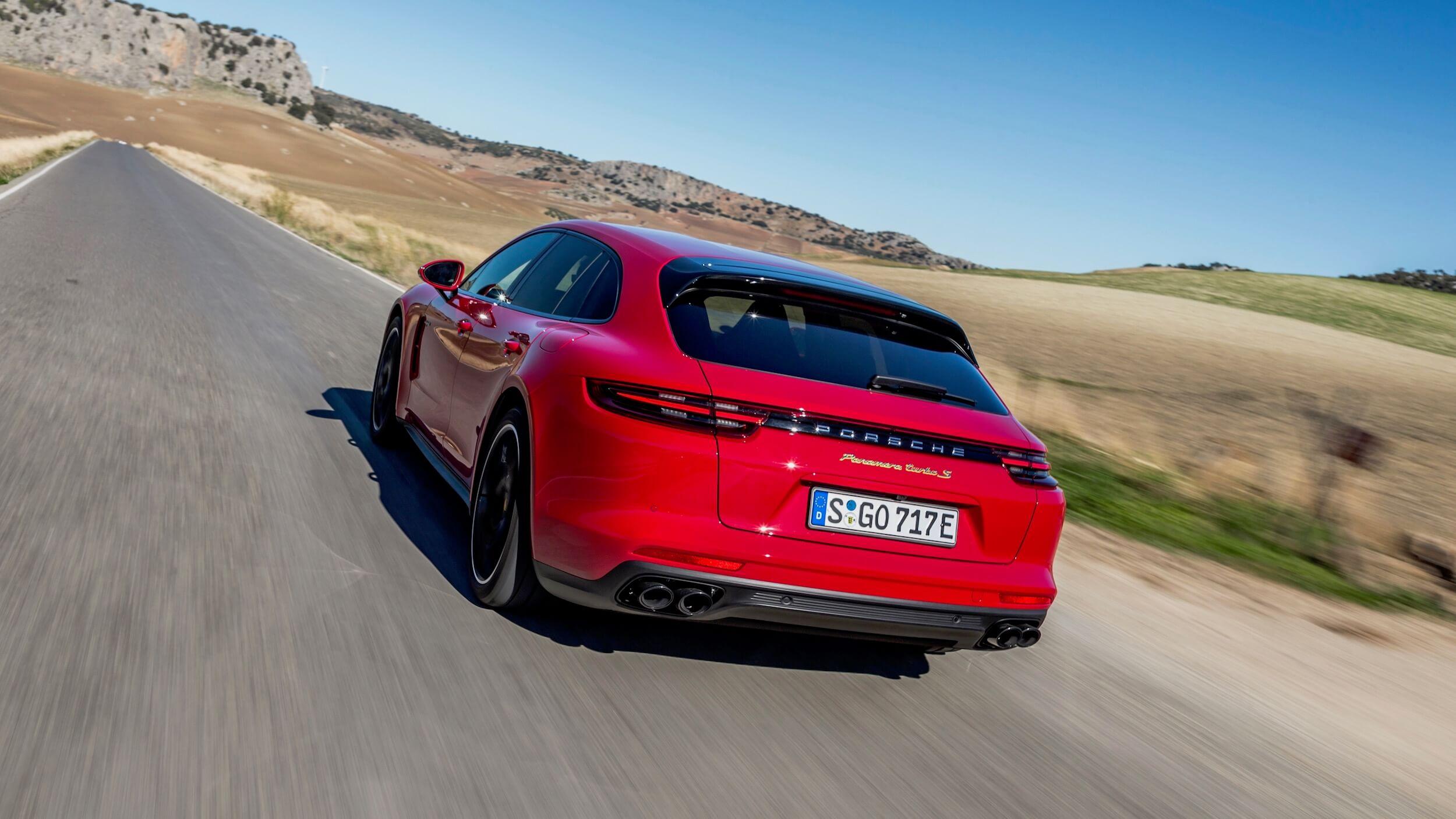 Rode Porsche Sport Turismo
