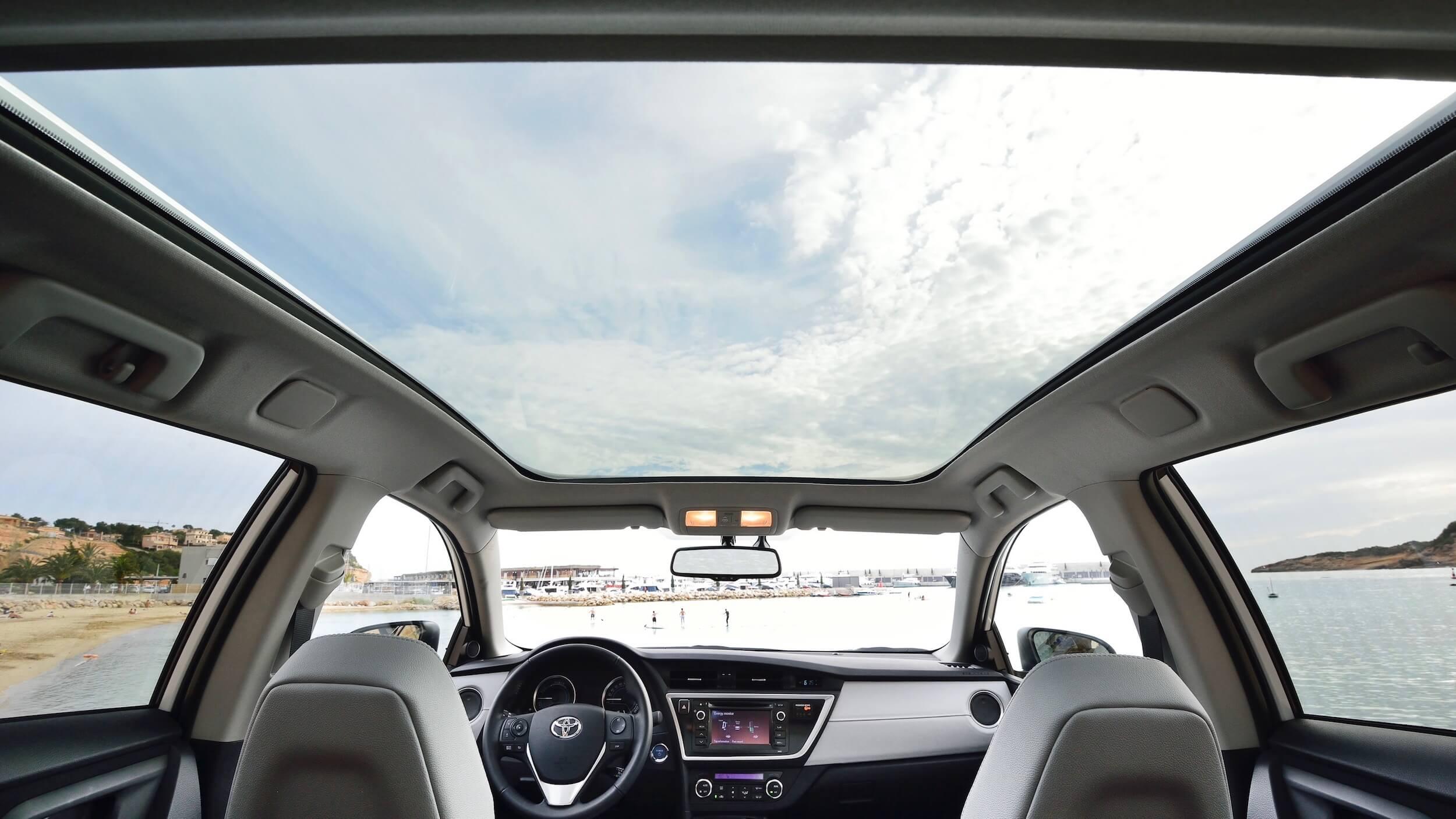 Toyota Auris glass roof