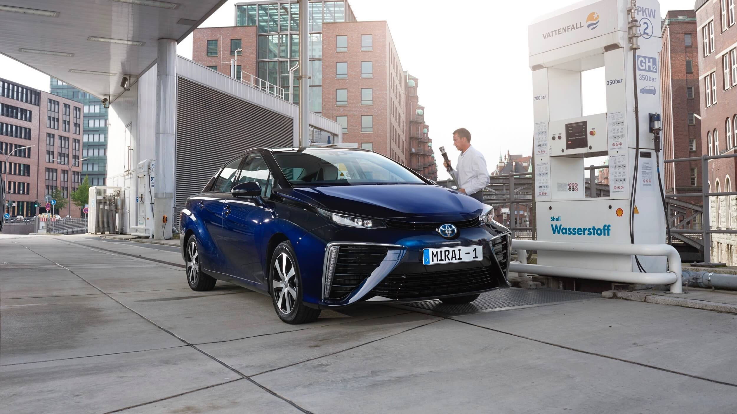 Toyota Mirai waterstof tanken