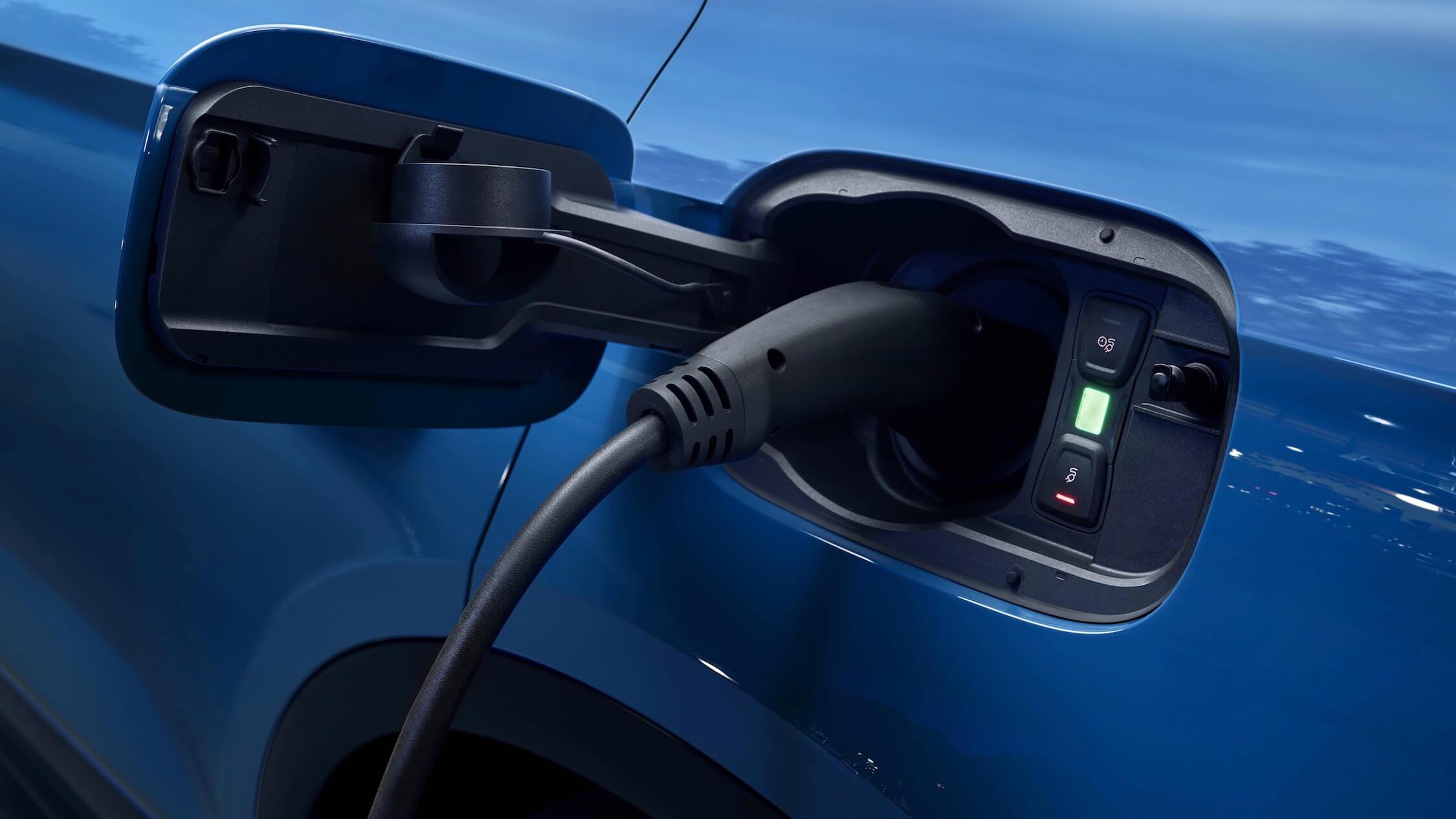 Hybrid Audi Q5 charge plug