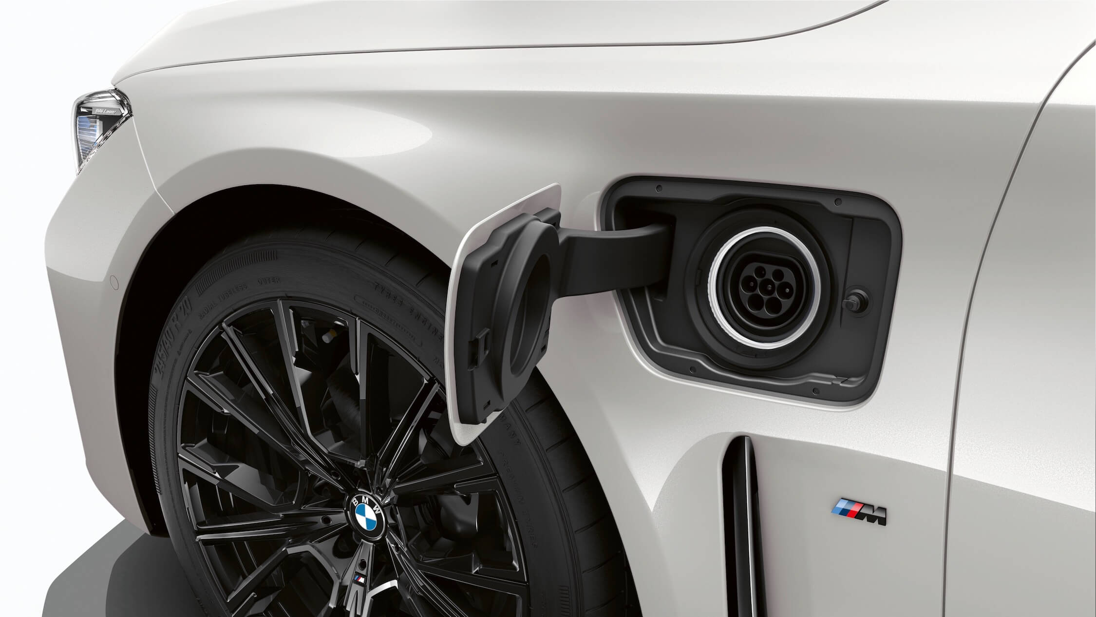 Hybride BMW 7 opladen
