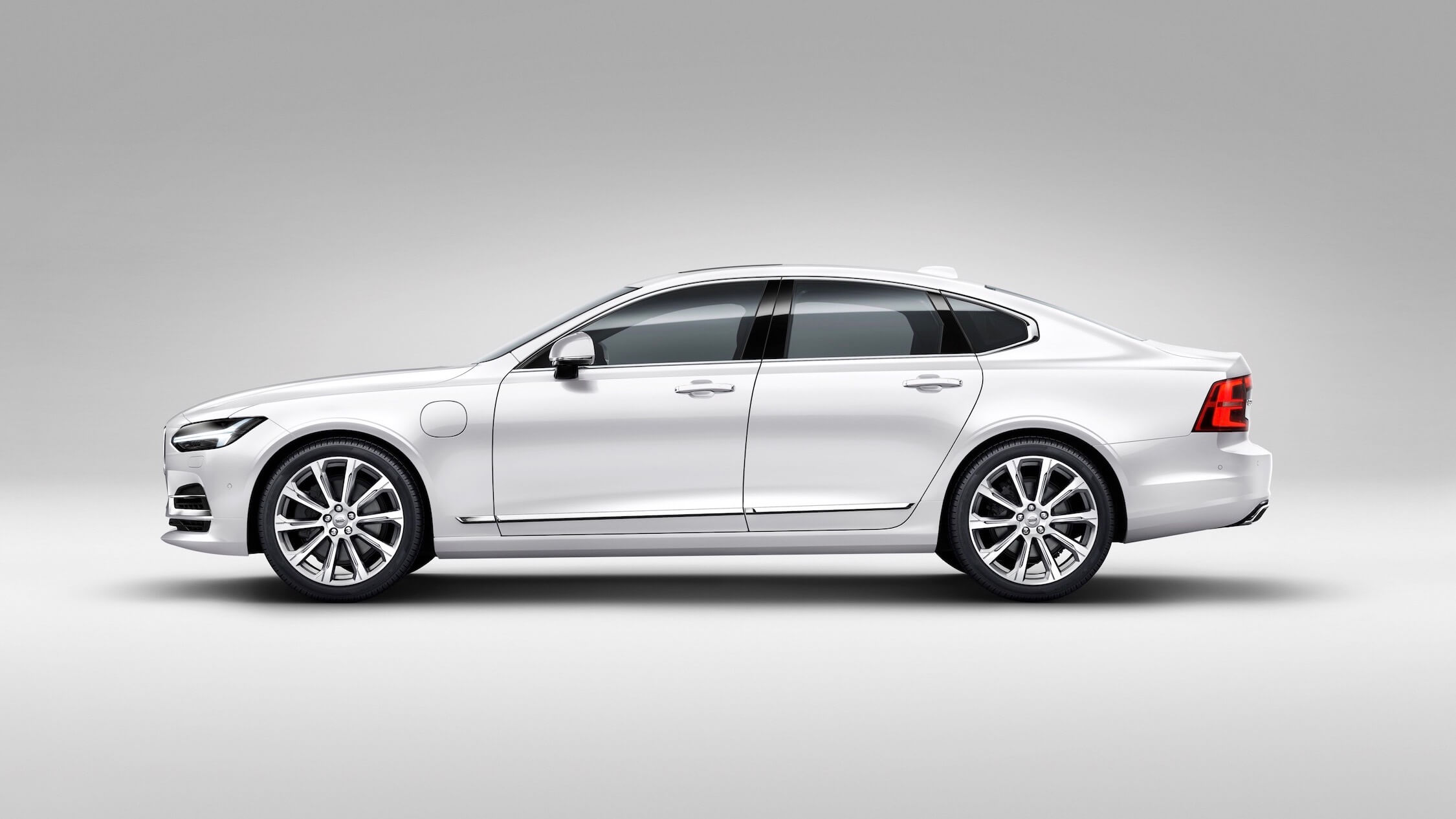Volvo-S90-T8-Twin-Engine