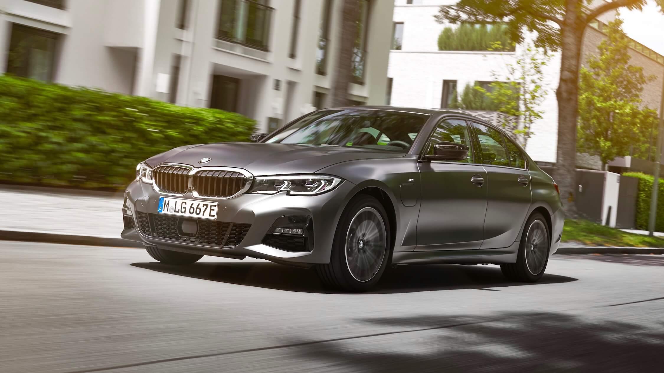 BMW 330e grijs