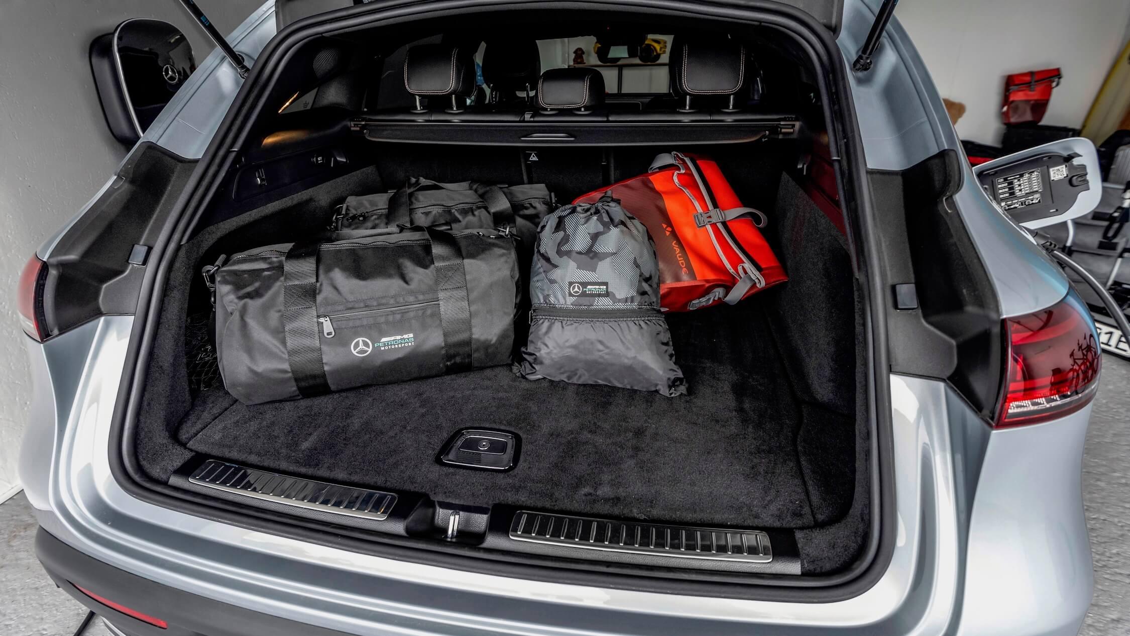 Mercedes EQC koffer met tassen