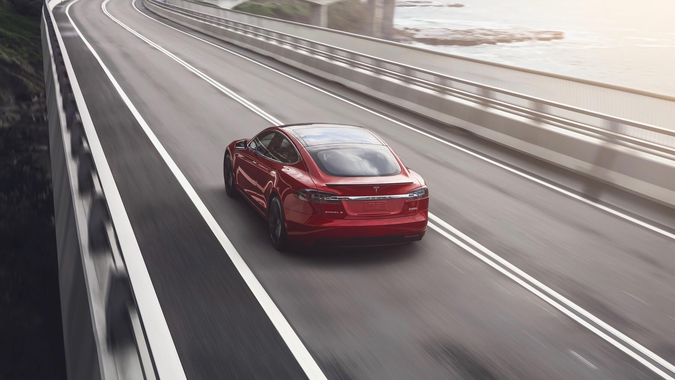 Tesla Model S rijdend