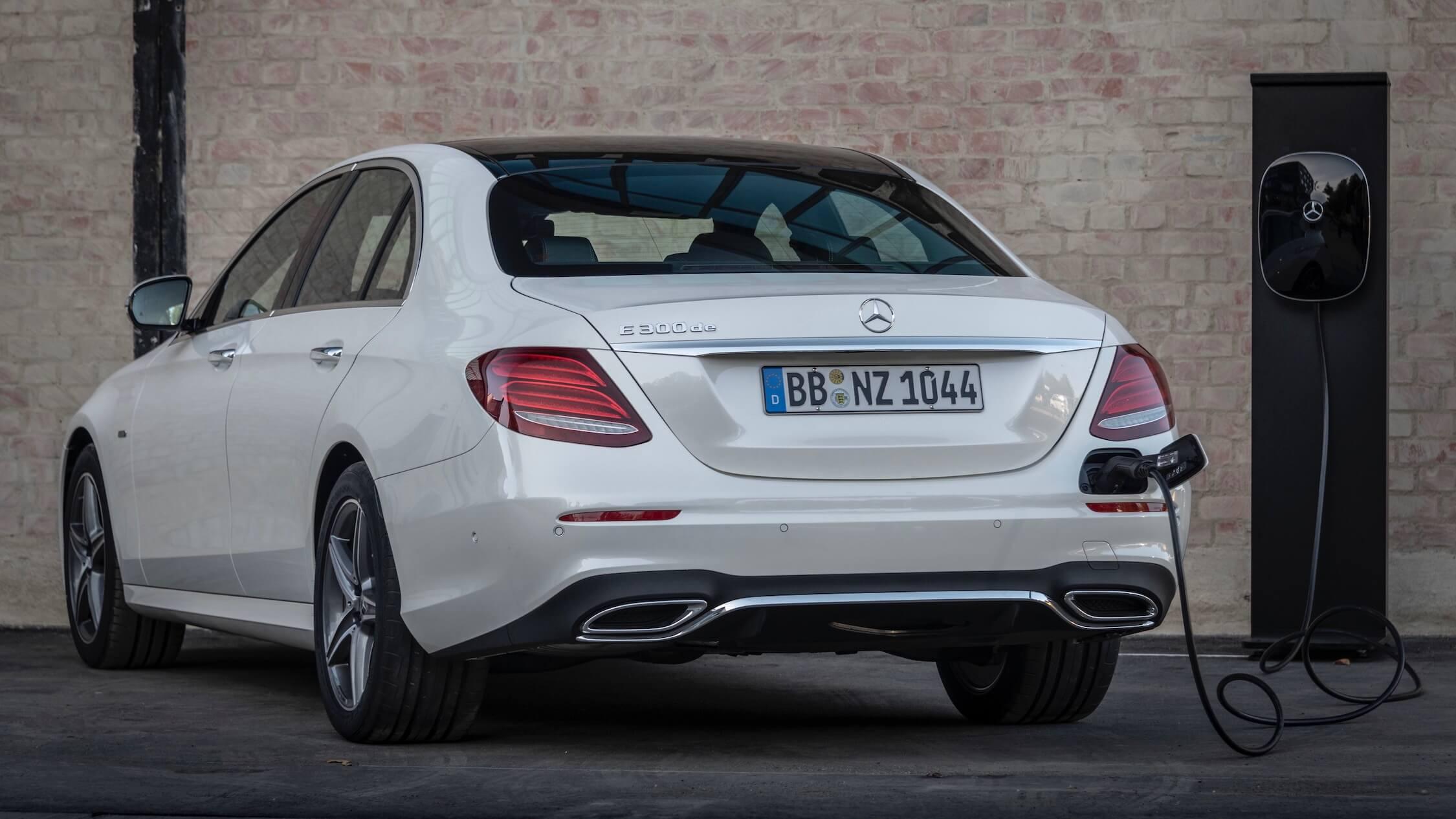 Hybride Mercedes E 300 de opladen