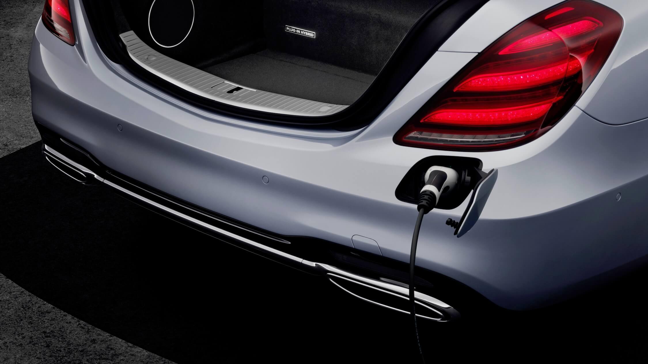 Hybride Mercedes S 560 e opladen