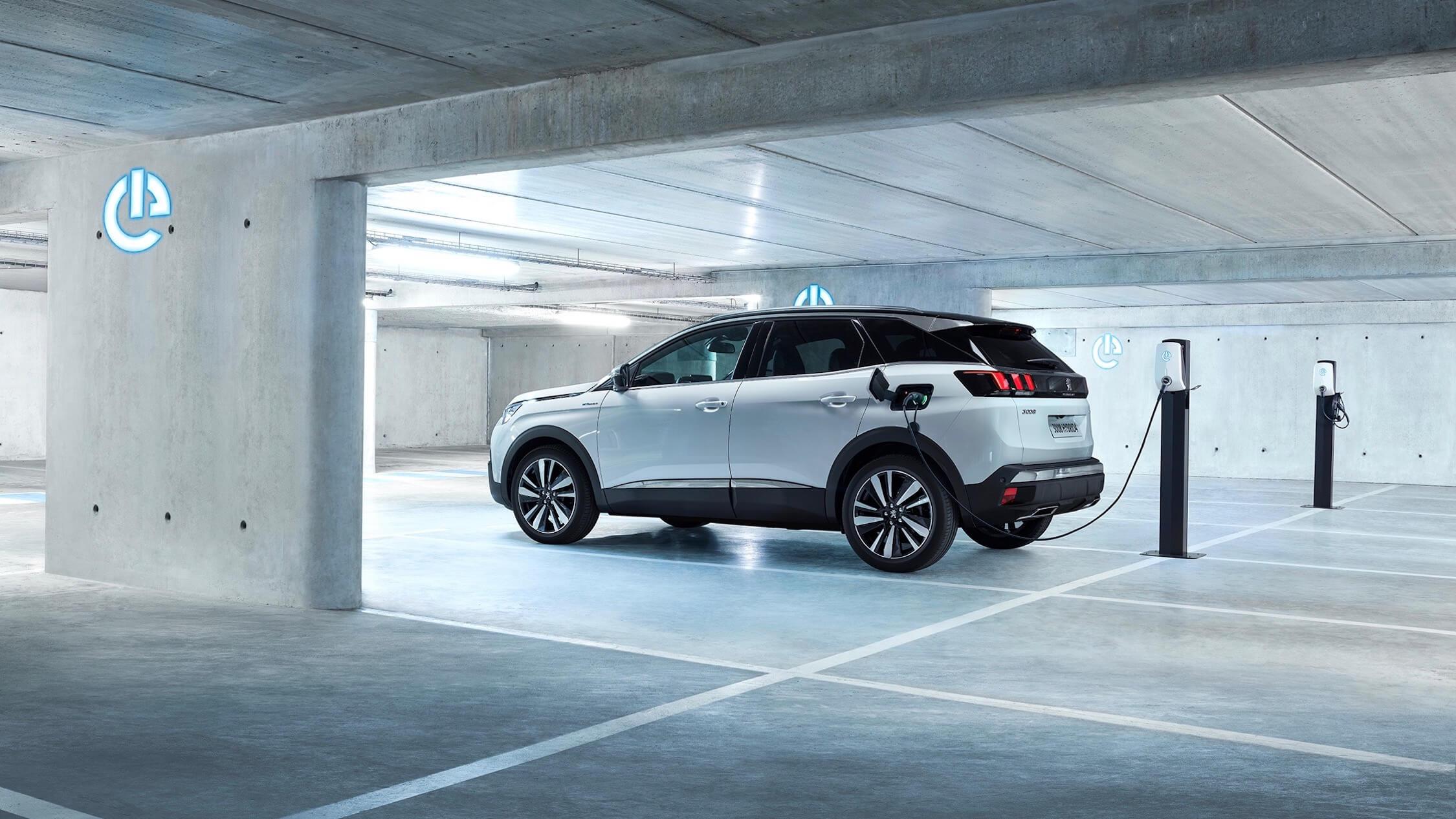 Hybride Peugeot 3008 opladen