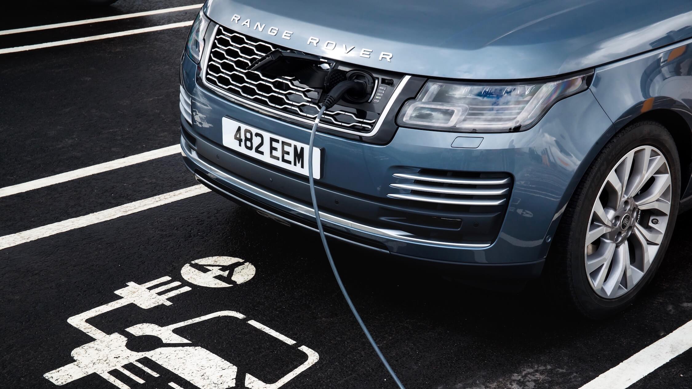 Hybride Range Rover opladen