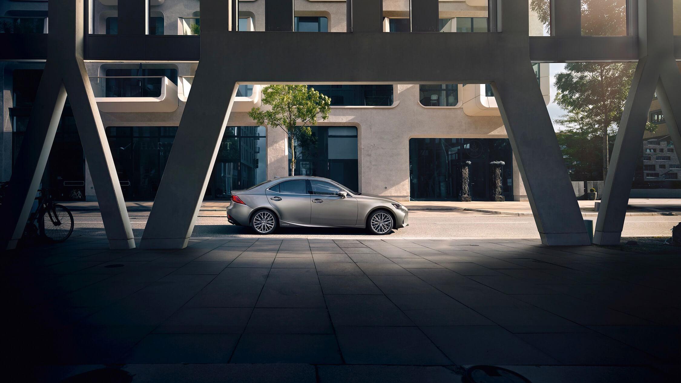 Lexus IS 300h profiel