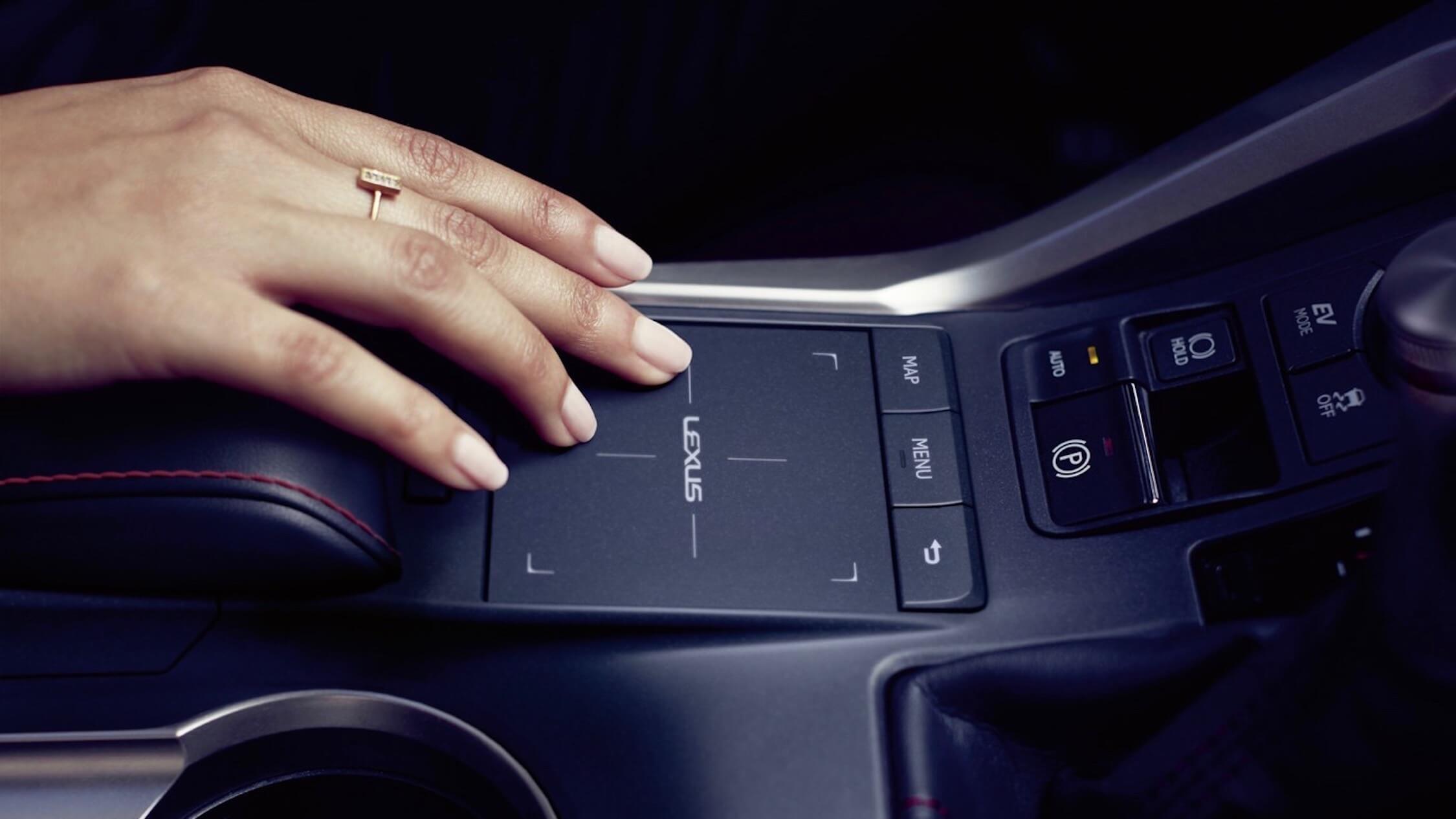 Lexus NX 300h touchpad