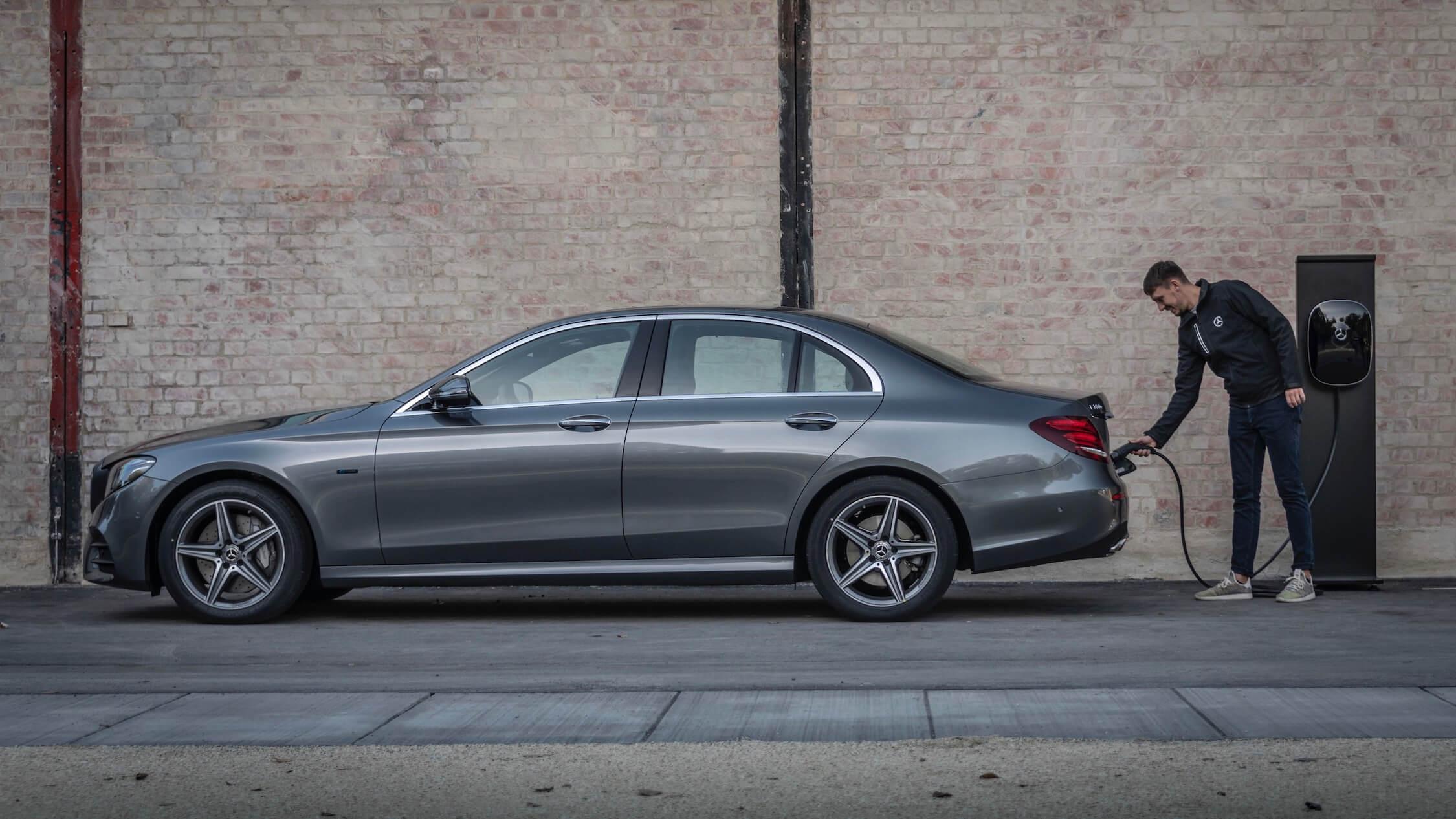 Plug-in hybride Mercedes E-klasse opladen