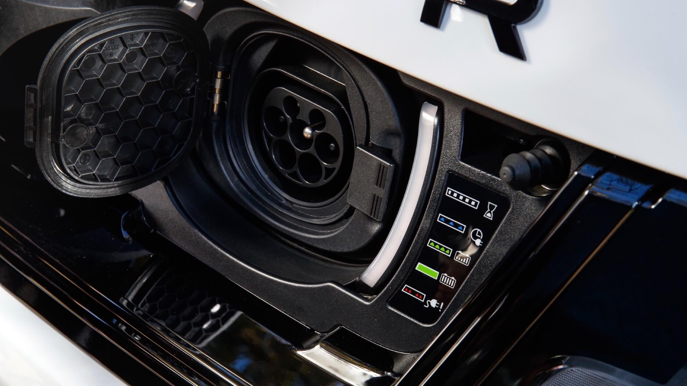 Range Rover Sport PHEV plug
