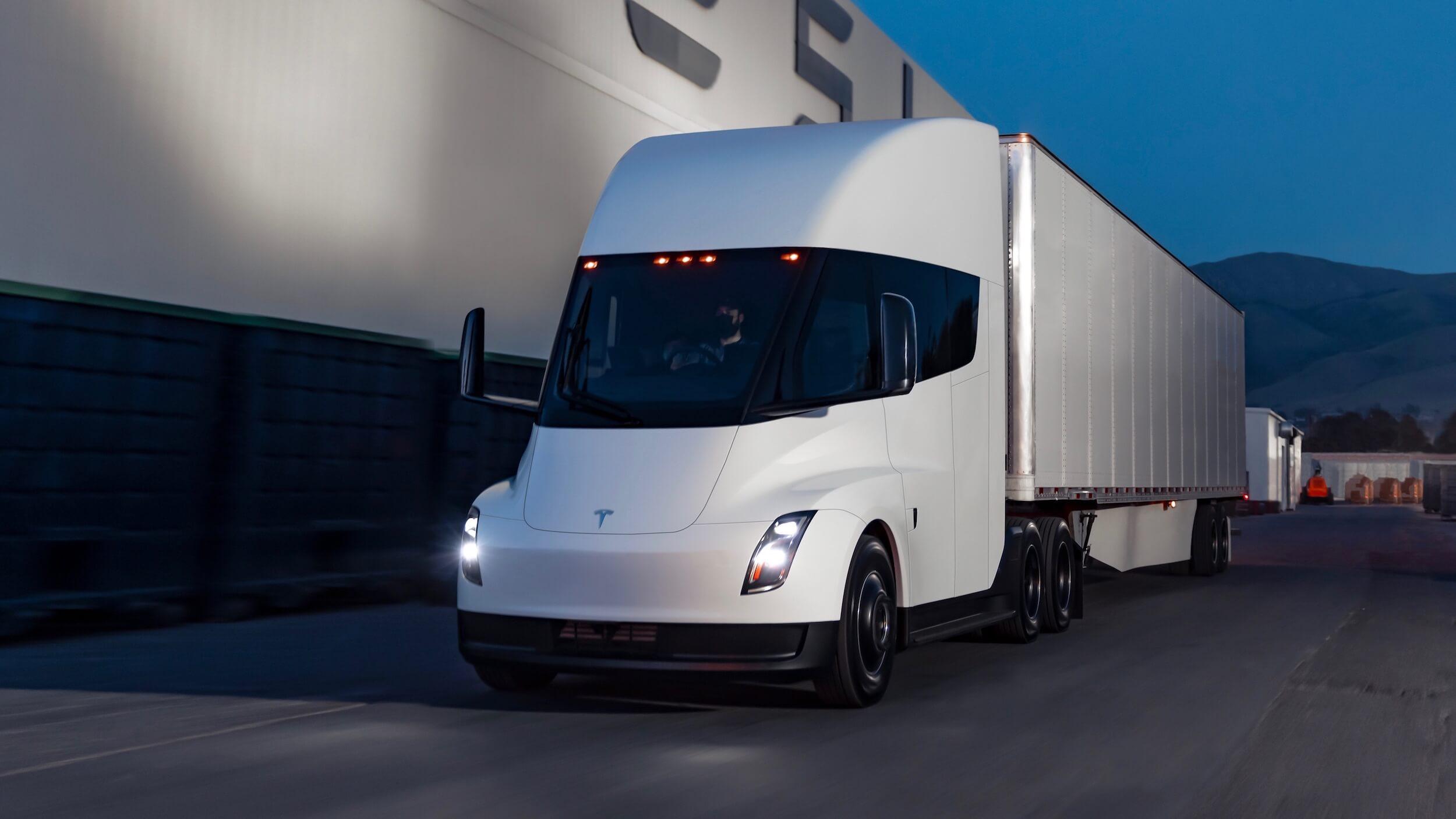 Tesla Semi met aanhanger