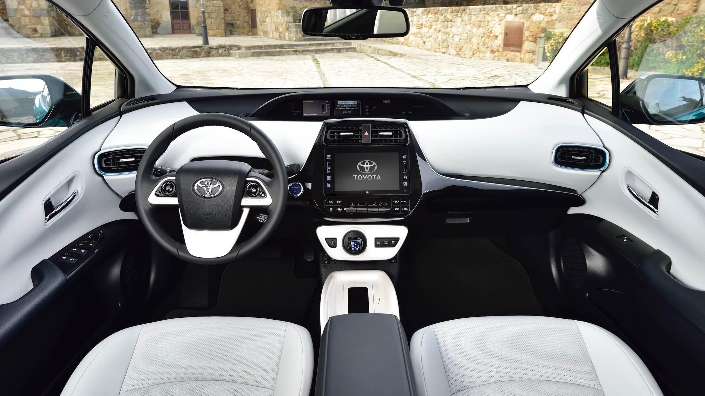 Toyota Prius PHV interieur