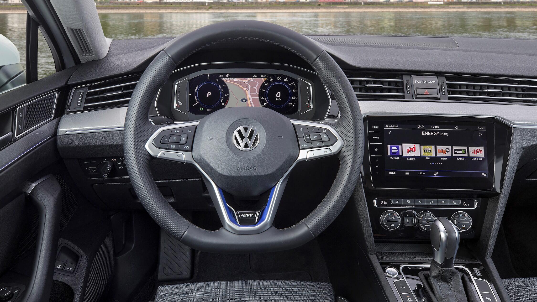 VW Passat GTE tellers