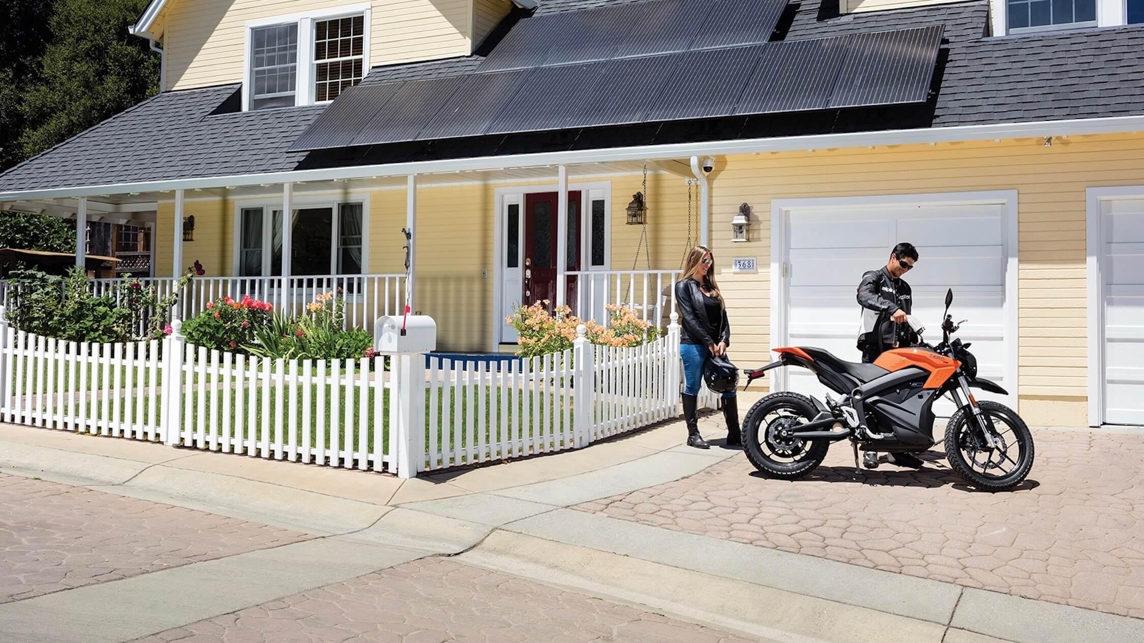 elektrische moto opladen
