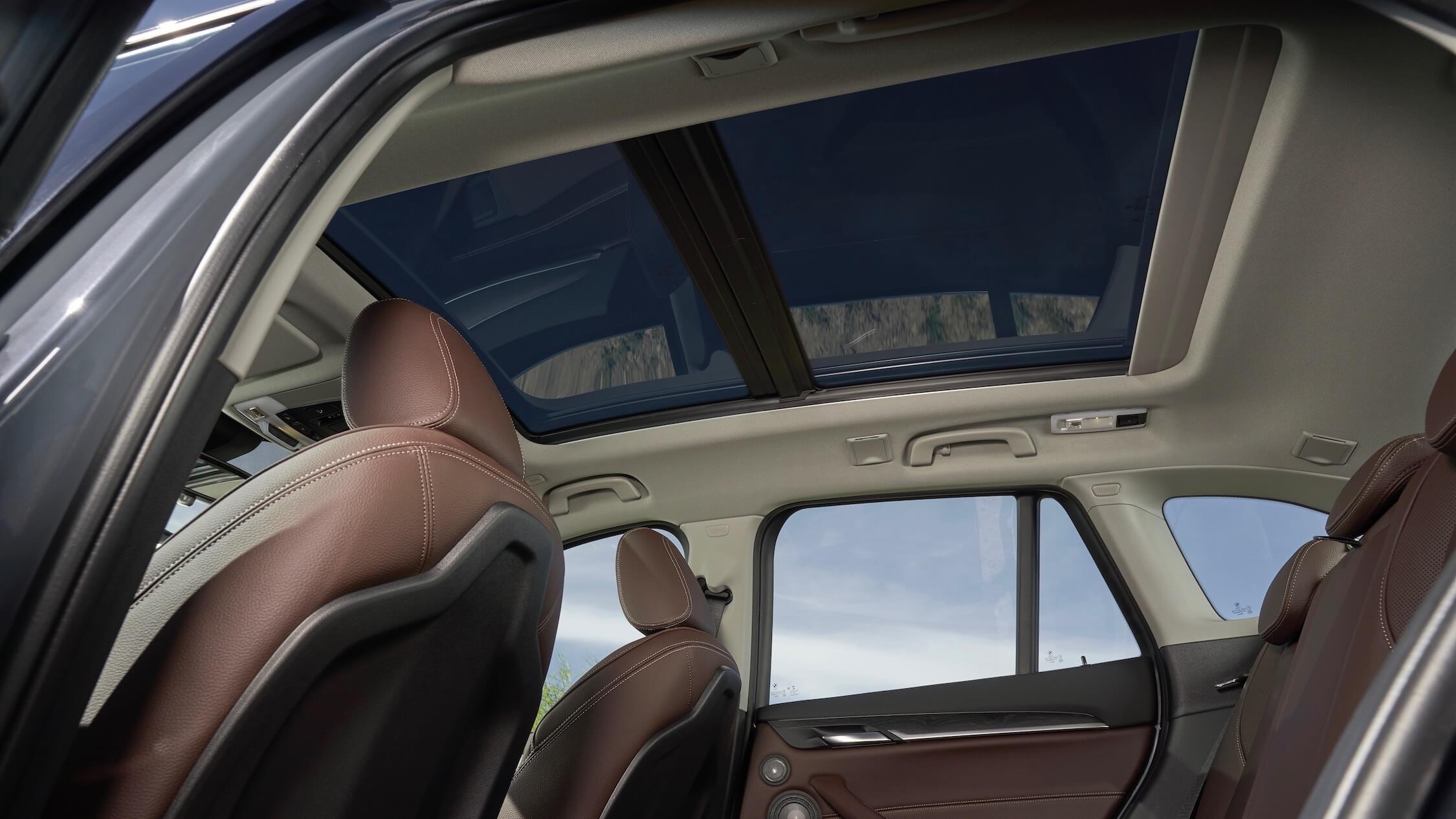 hybride BMW X1 glazen dak