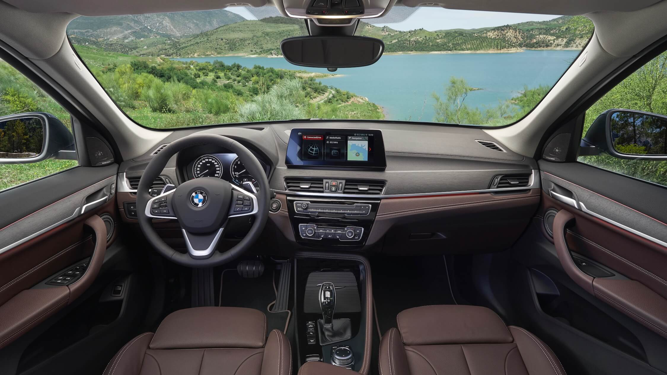 plug-in hybride BMW X1 interieur