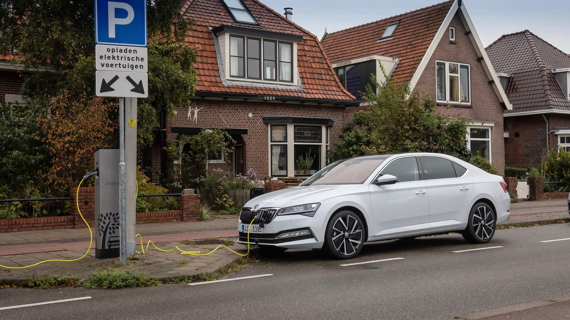 plug-in hybride Skoda Superb met laadkabel