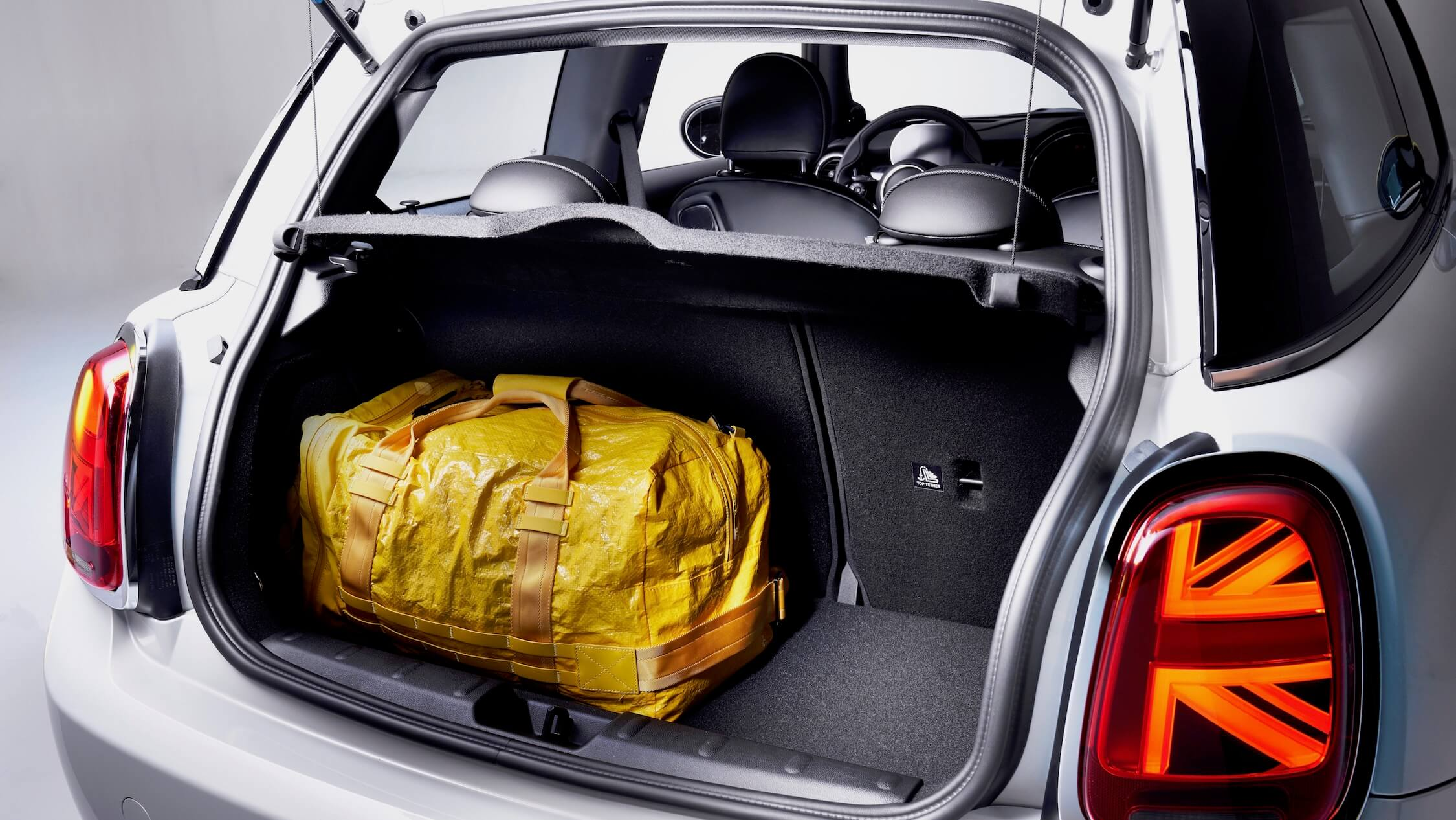 Elektrische Mini Cooper S E koffer