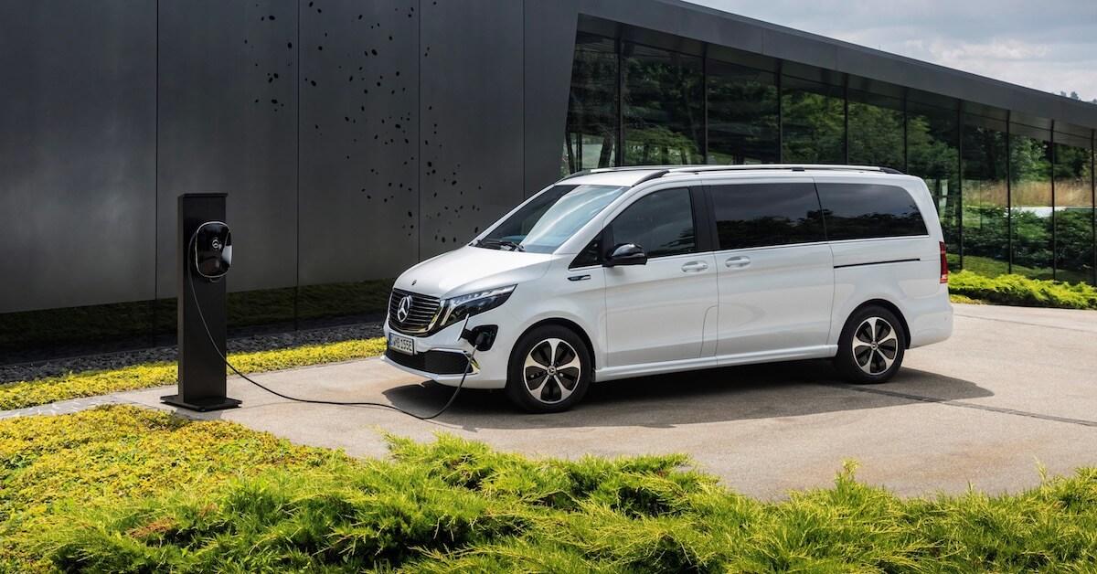 Elektrische Mercedes EQV minibus opladen