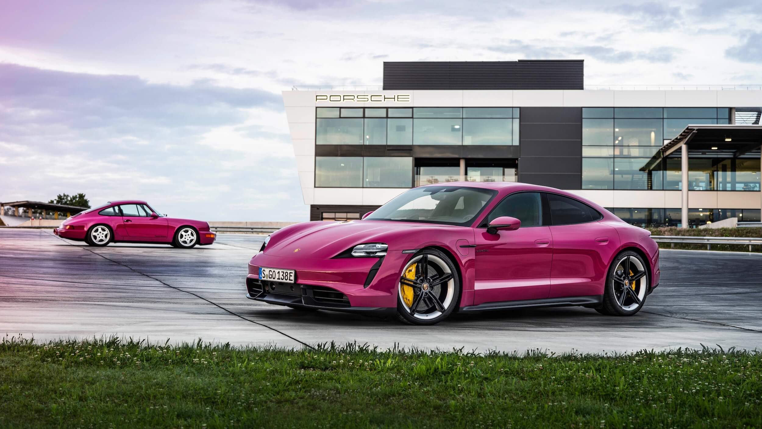 Porsche Taycan Paars