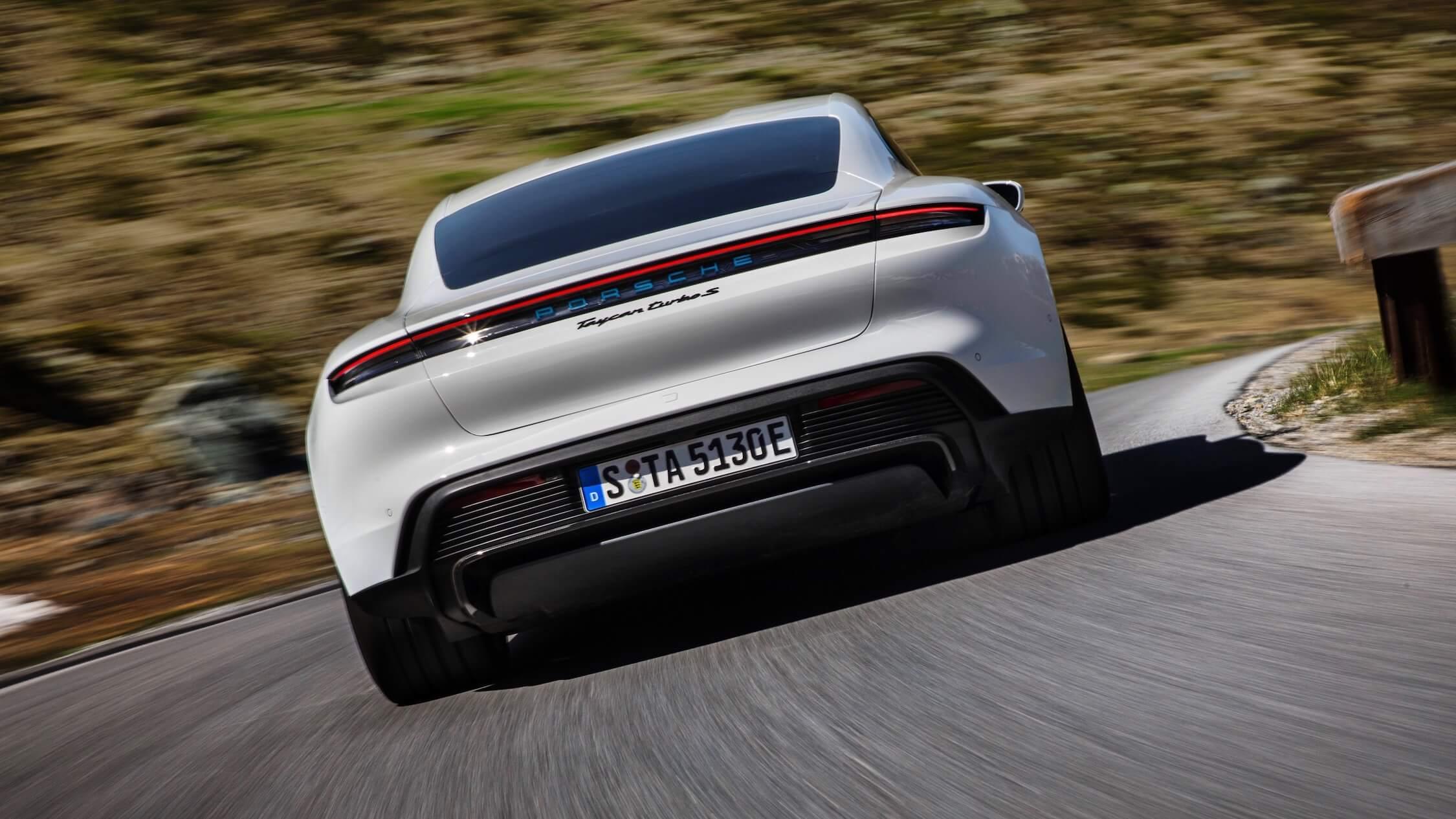 Porsche Taycan Turbo S achterkant