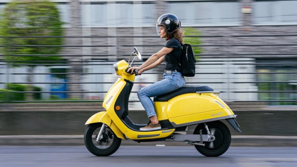 Women on Kumpan electric scooter
