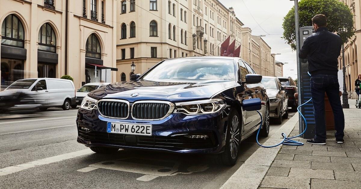 hybride BMW 530e opladen