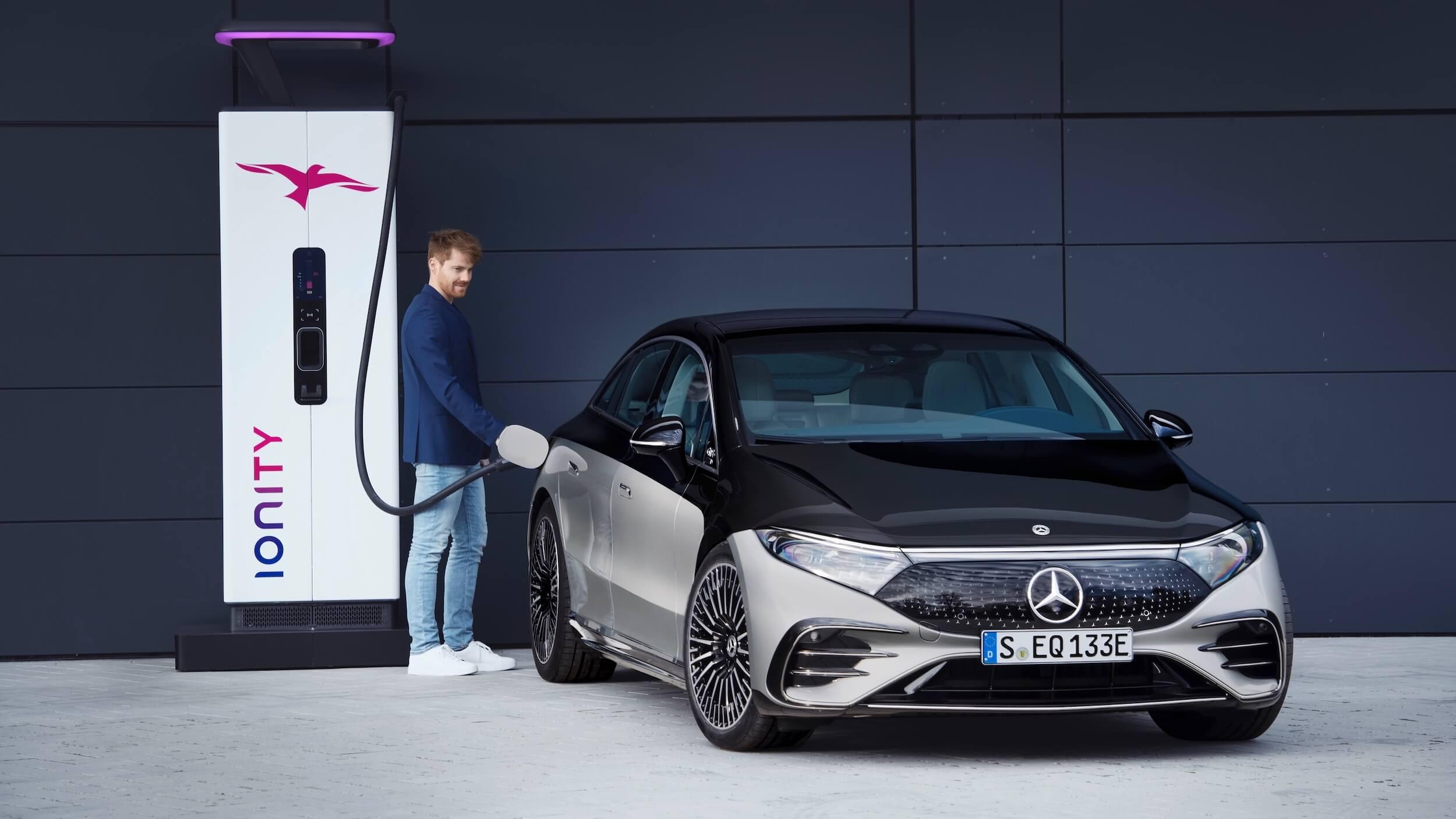 Mercedes EQS Ionity laden