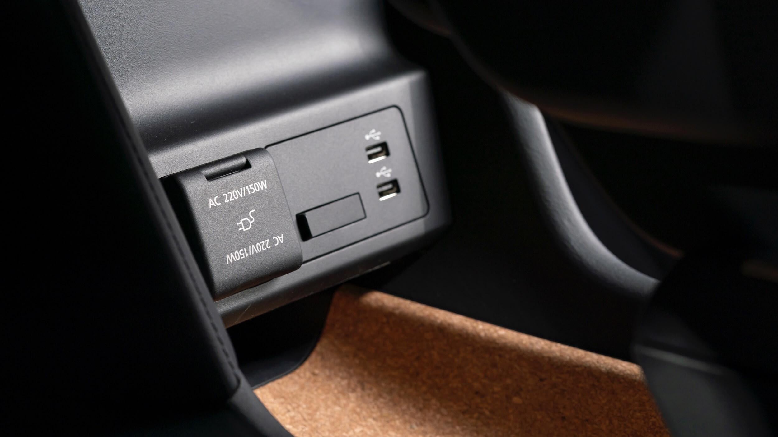 Mazda MX 30 220V en USB