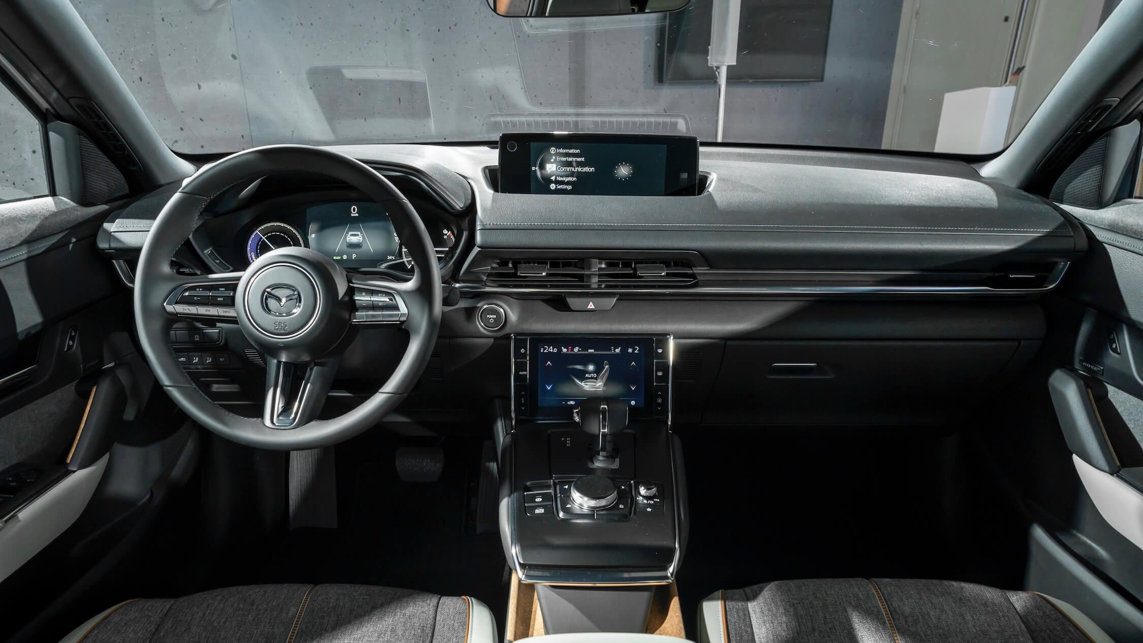Mazda MX-30 dashboard en stuur