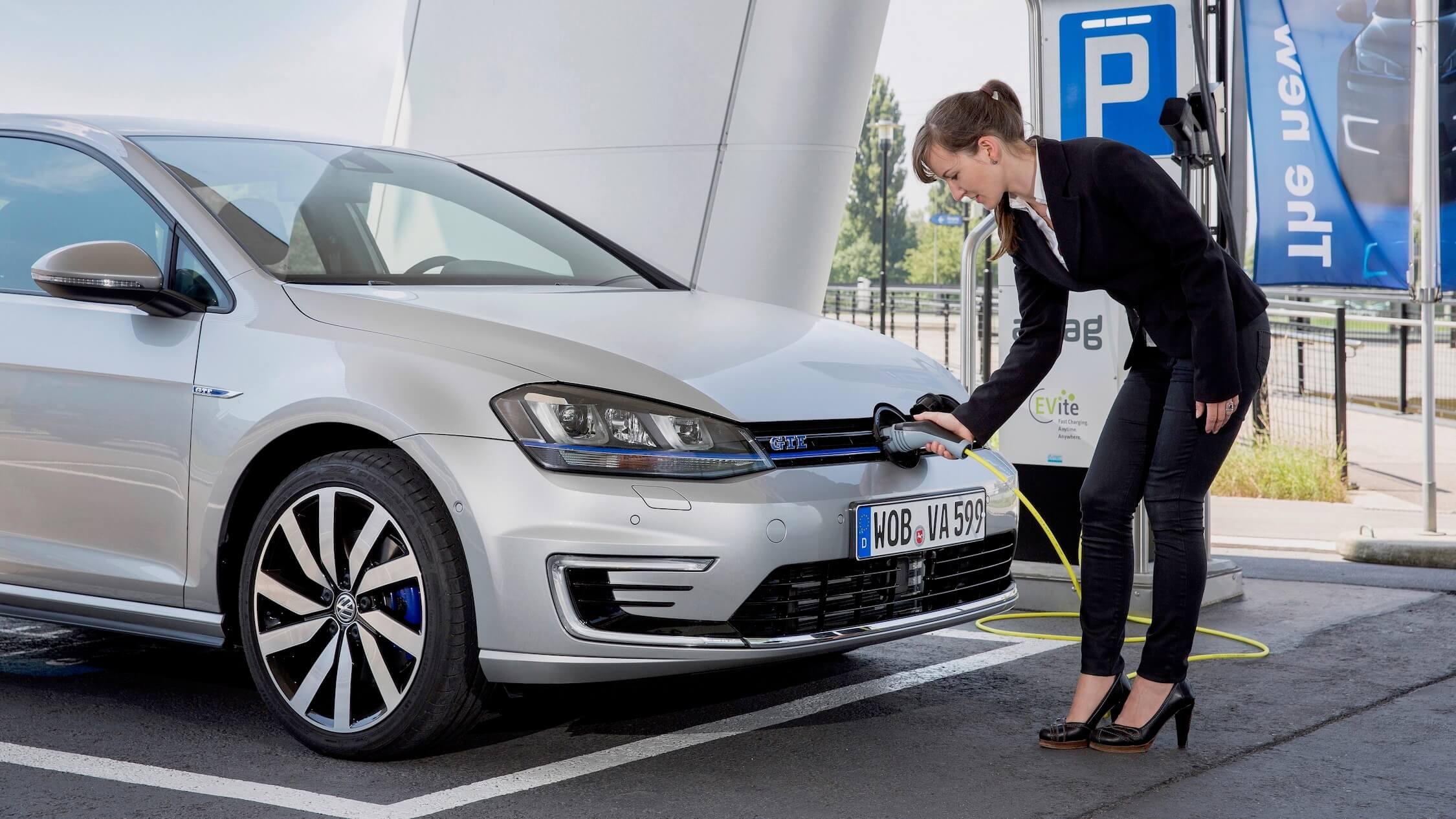 Volkswagen Golf hybride opladen