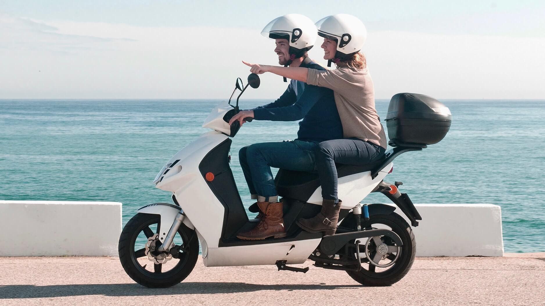 elektrische scooter Govecs strand