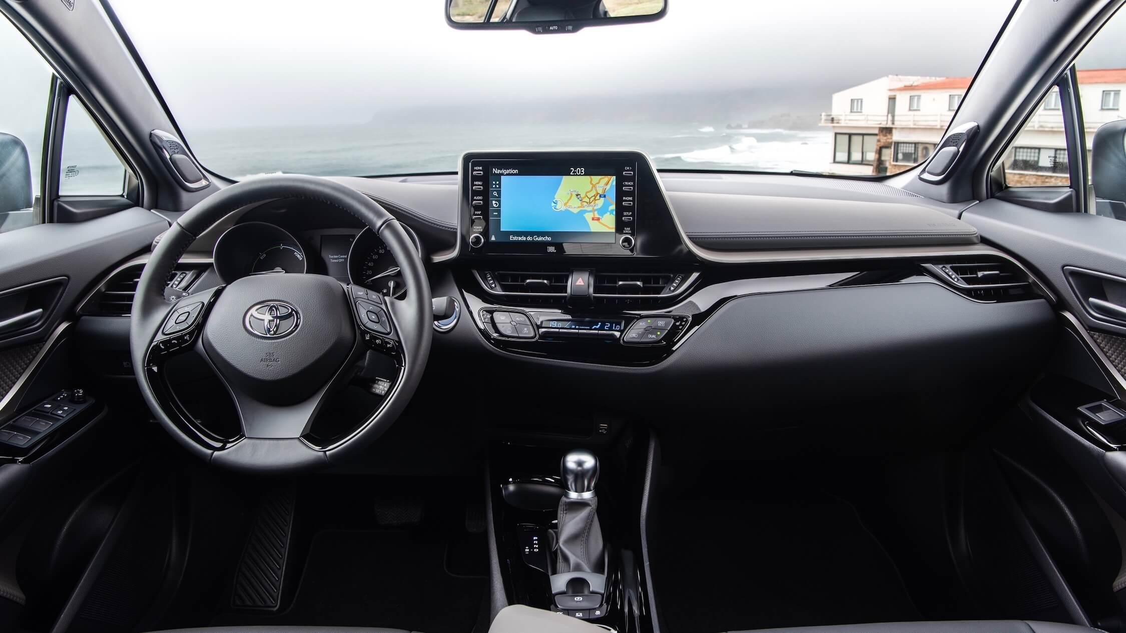 nieuwe Toyota C-HR dashboard en stuur