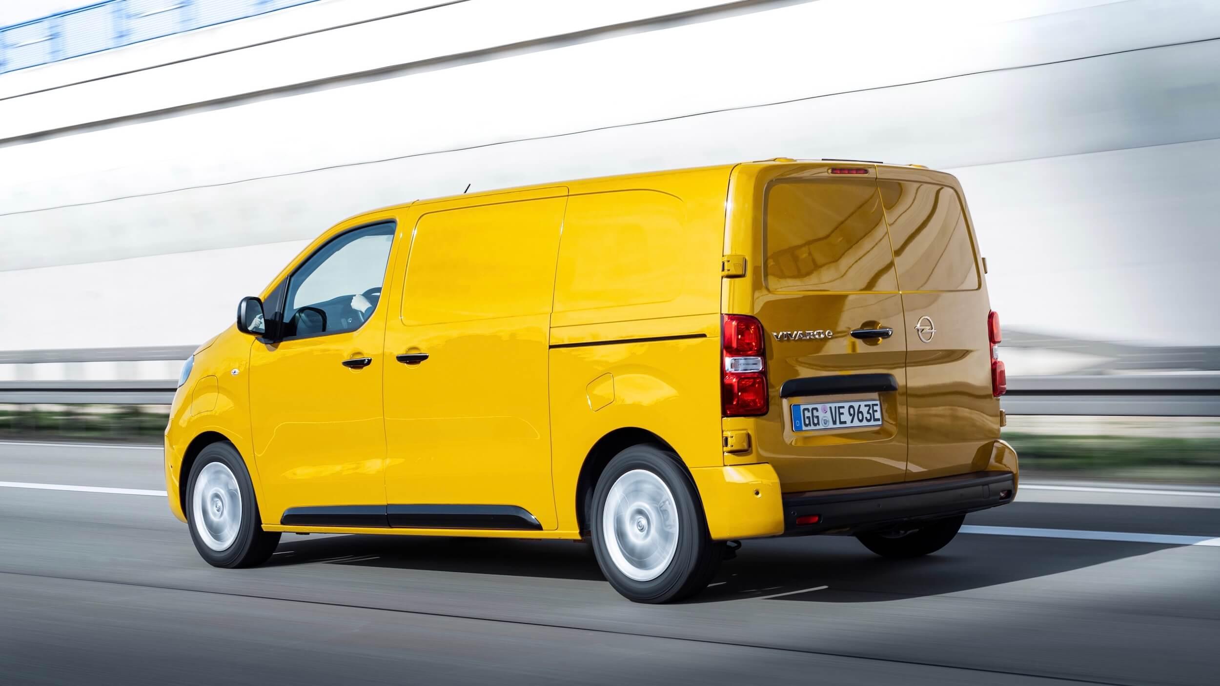 Opel Vivaro e geel
