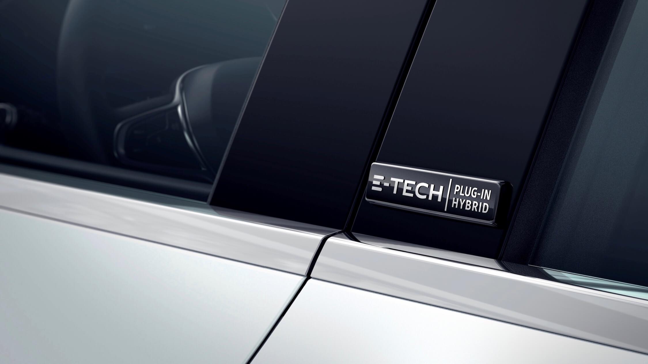 Hybride Renault Captur badge op deurstijl