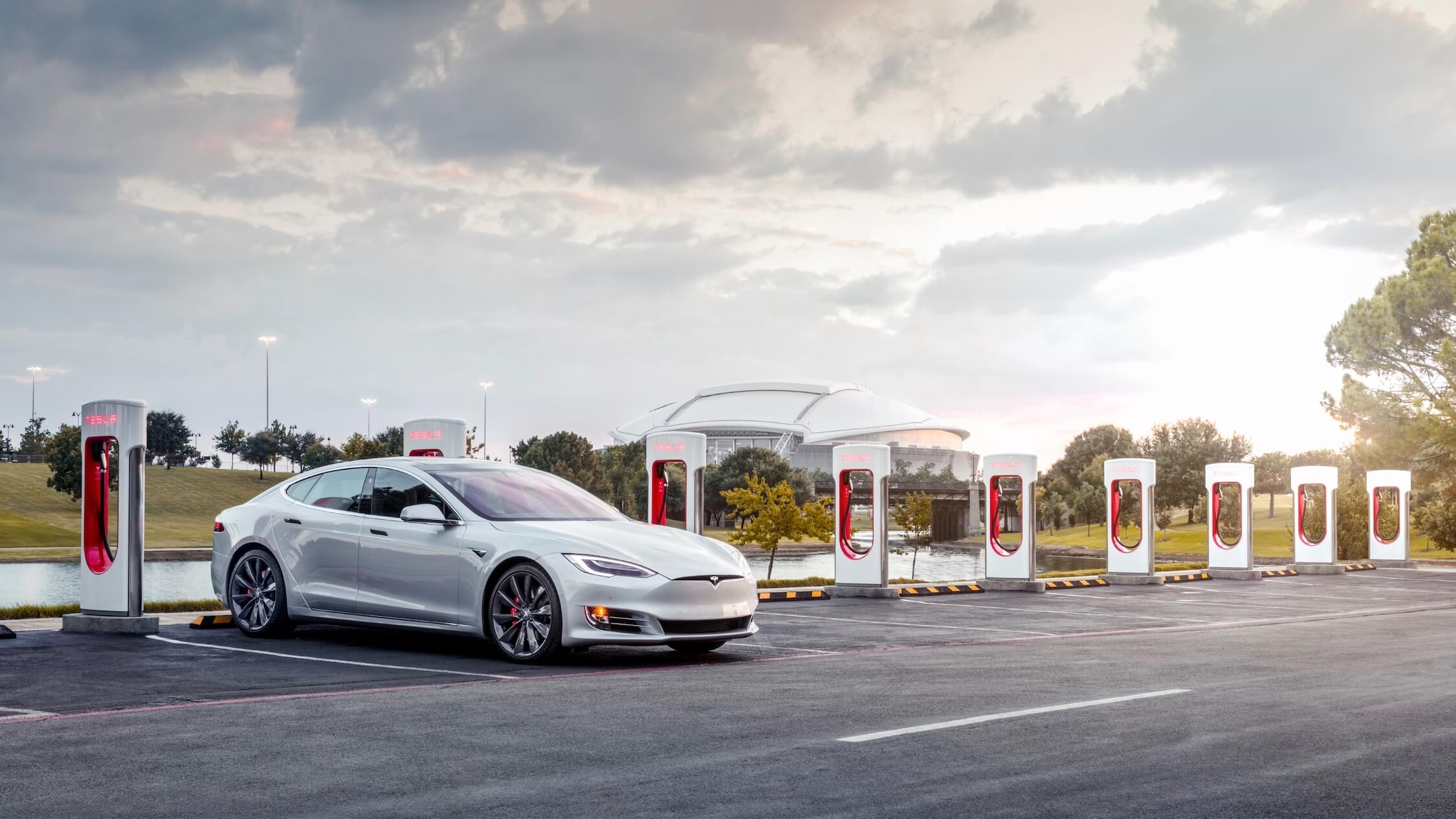 Tesla Model S aan Supercharger