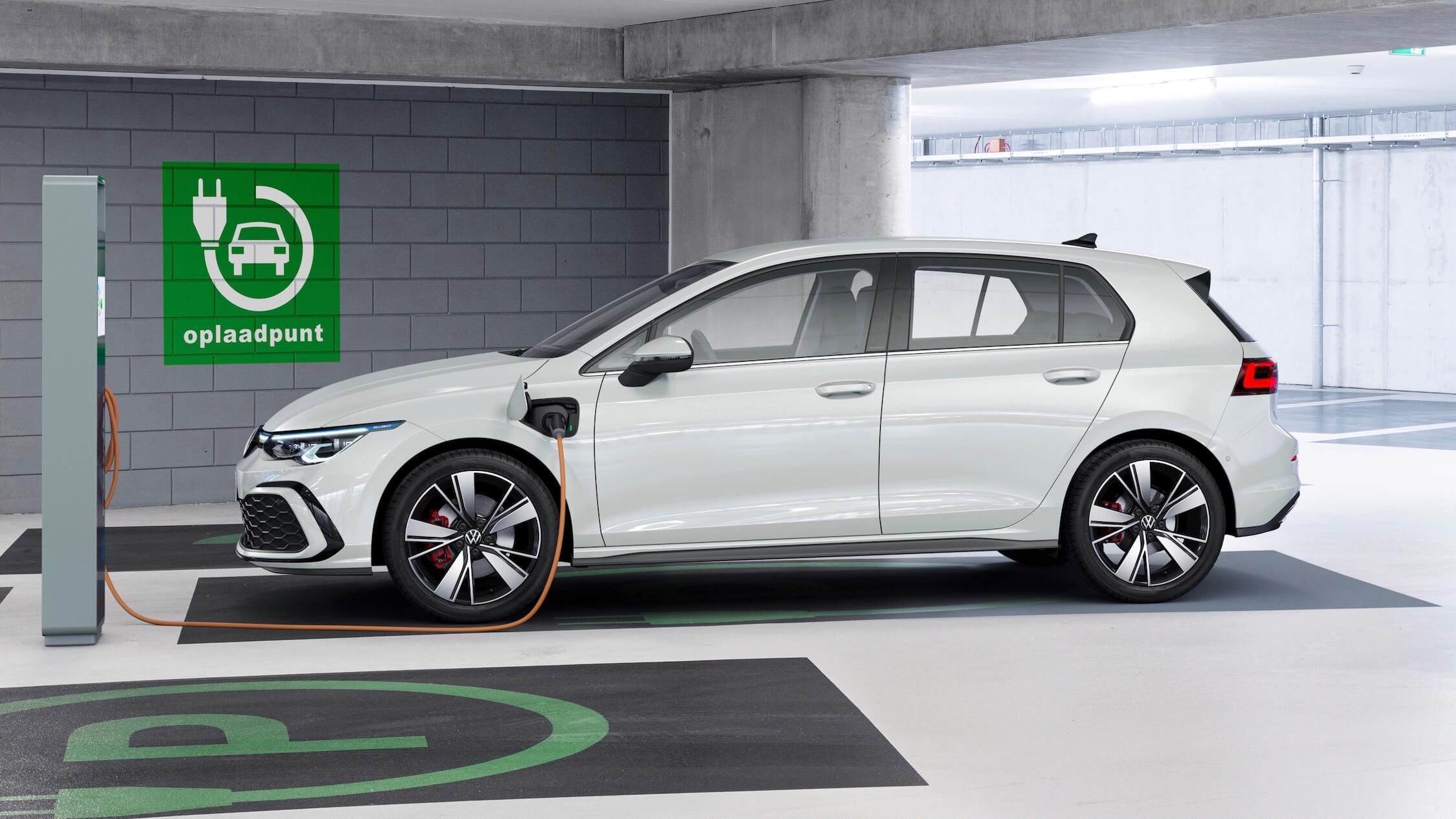 VW Golf GTE opladen