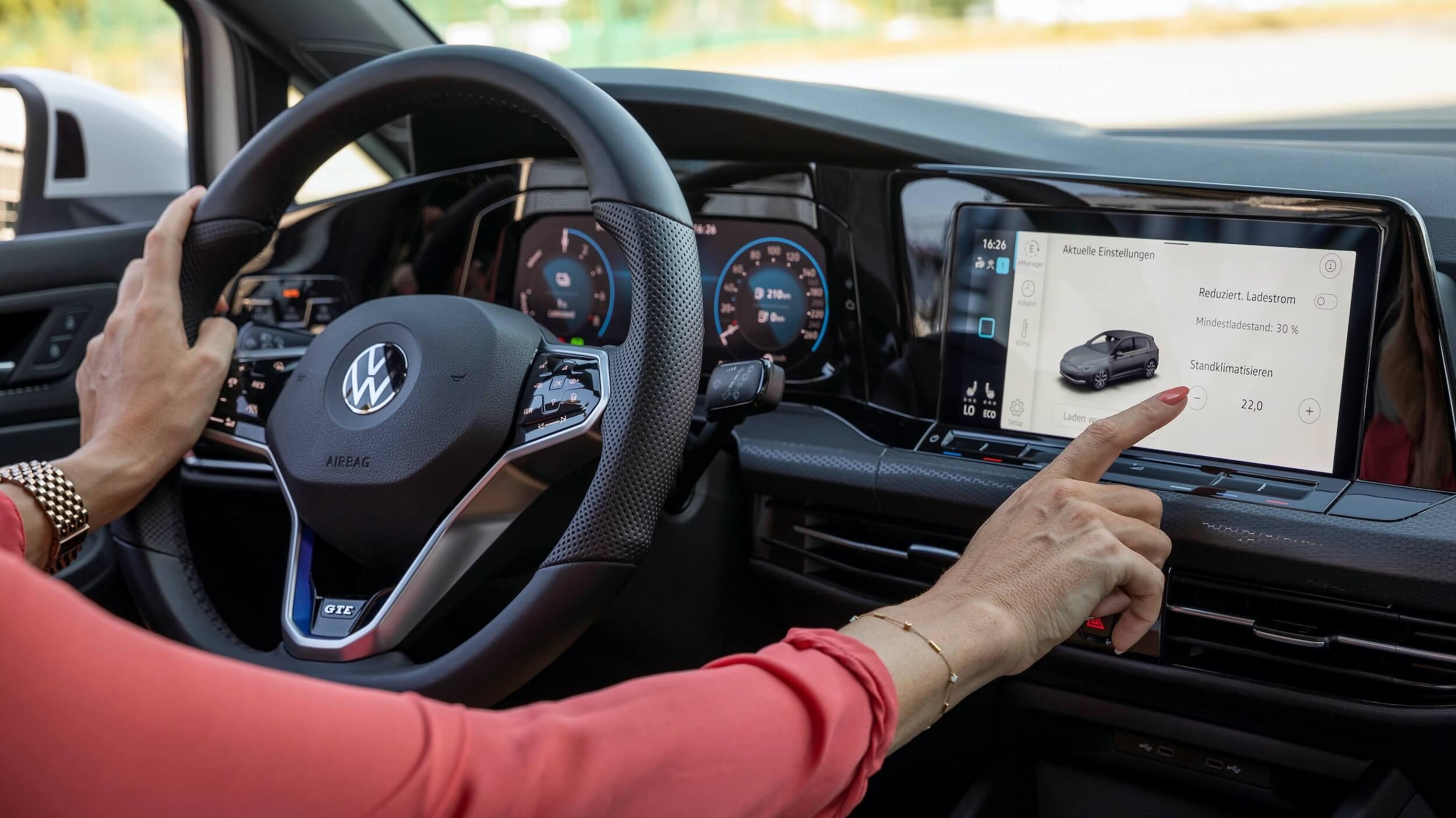 VW Golf VIII GTE infotainment scherm