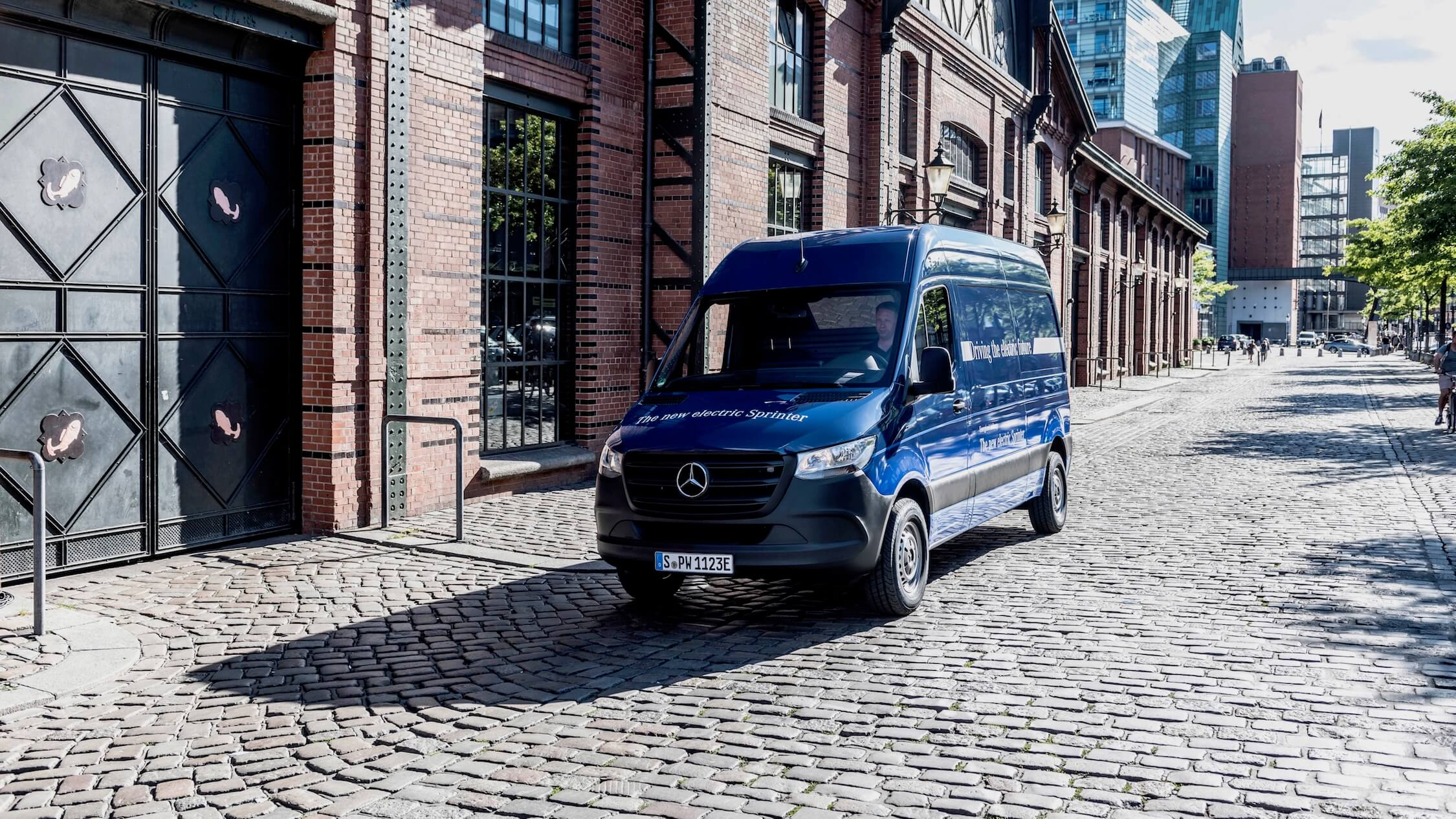 elektrische Mercedes Sprinter blauw