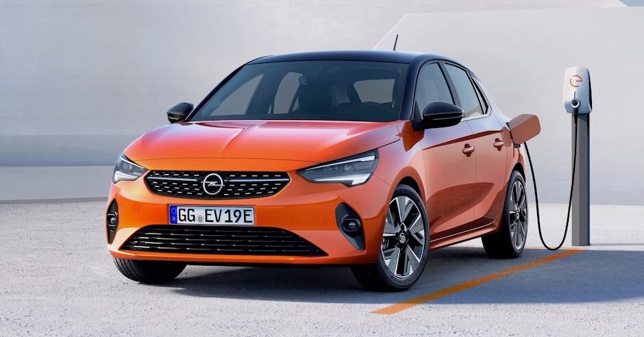 elektrische Opel Corsa aan laadpunt
