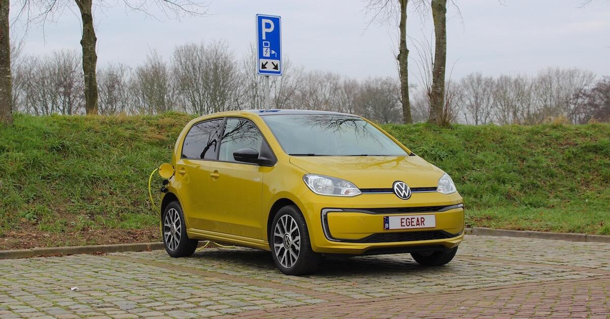 elektrische Volkswagen e-Up ladend