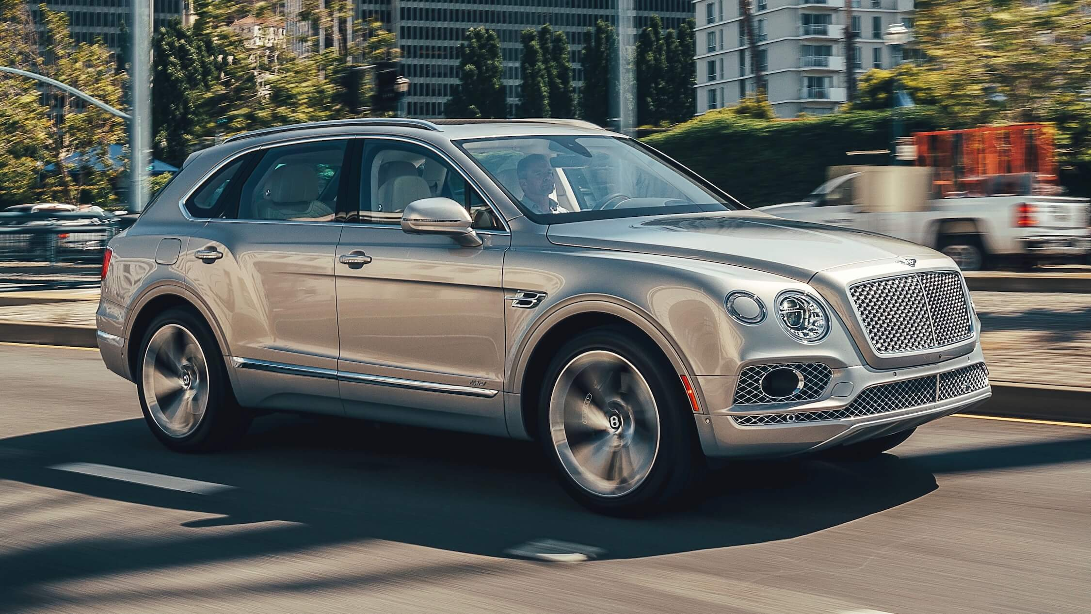 grijze Bentley Bentayga